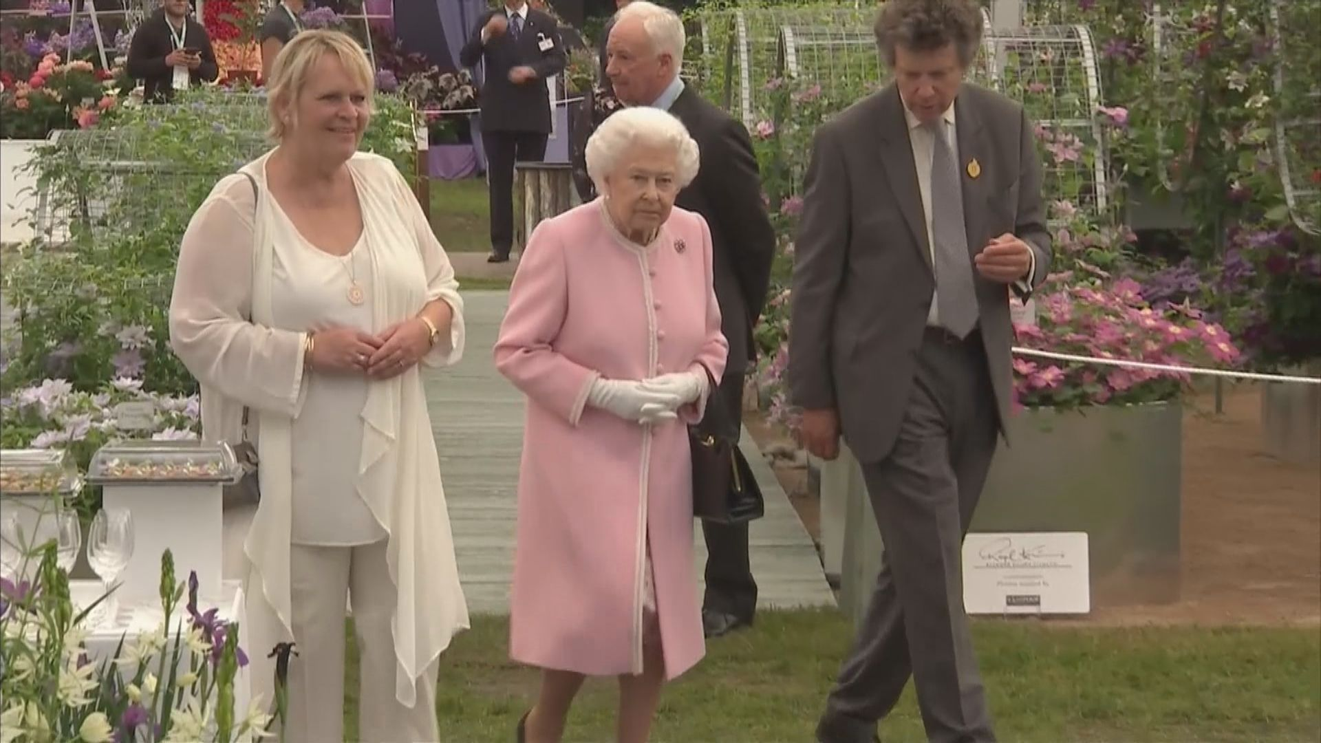 英女王本港時間周一凌晨三時發表特別電視講話
