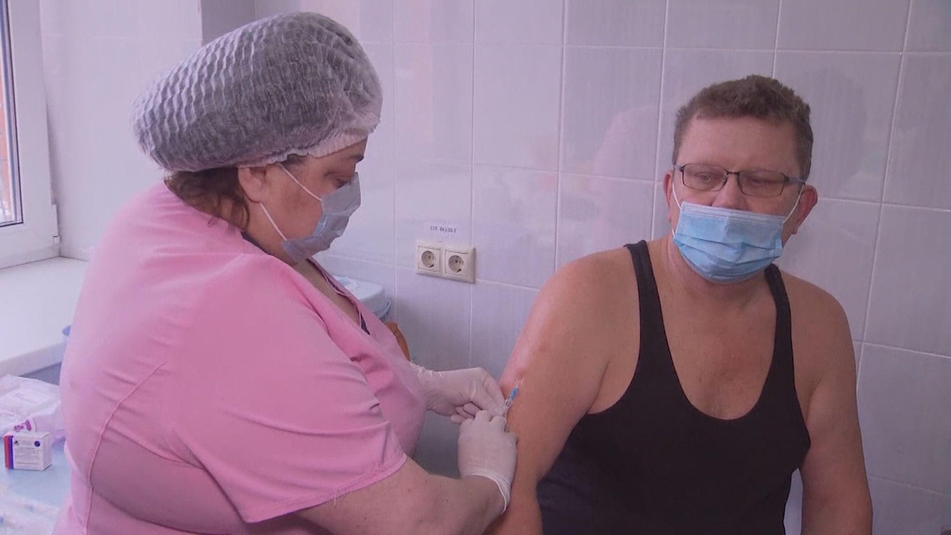 俄羅斯為民眾接種衛星-V疫苗