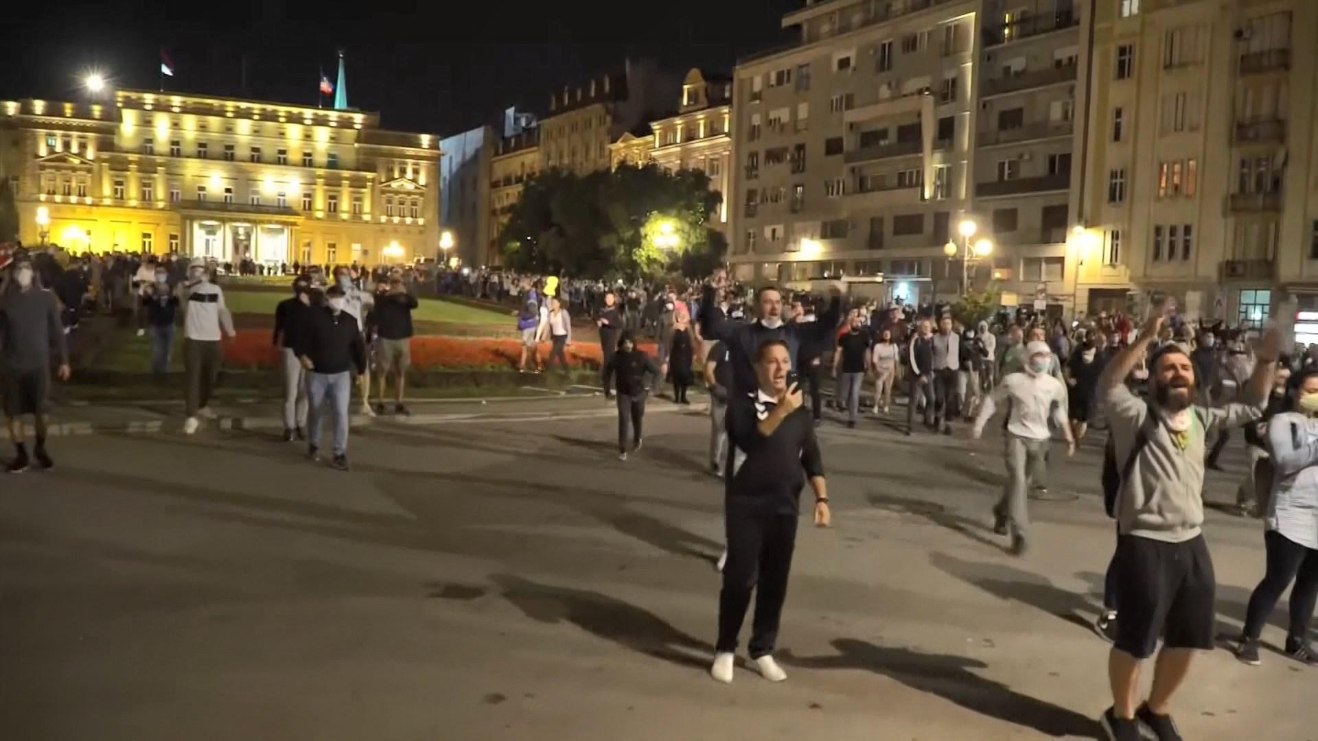 塞爾維亞民眾抗議當局應對疫情失當