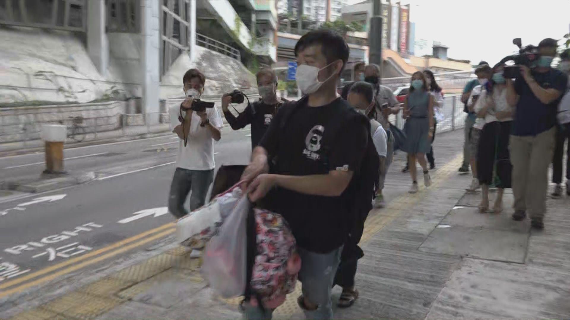 消息指11名水泉澳邨居民初步確診 有居民暫時搬走