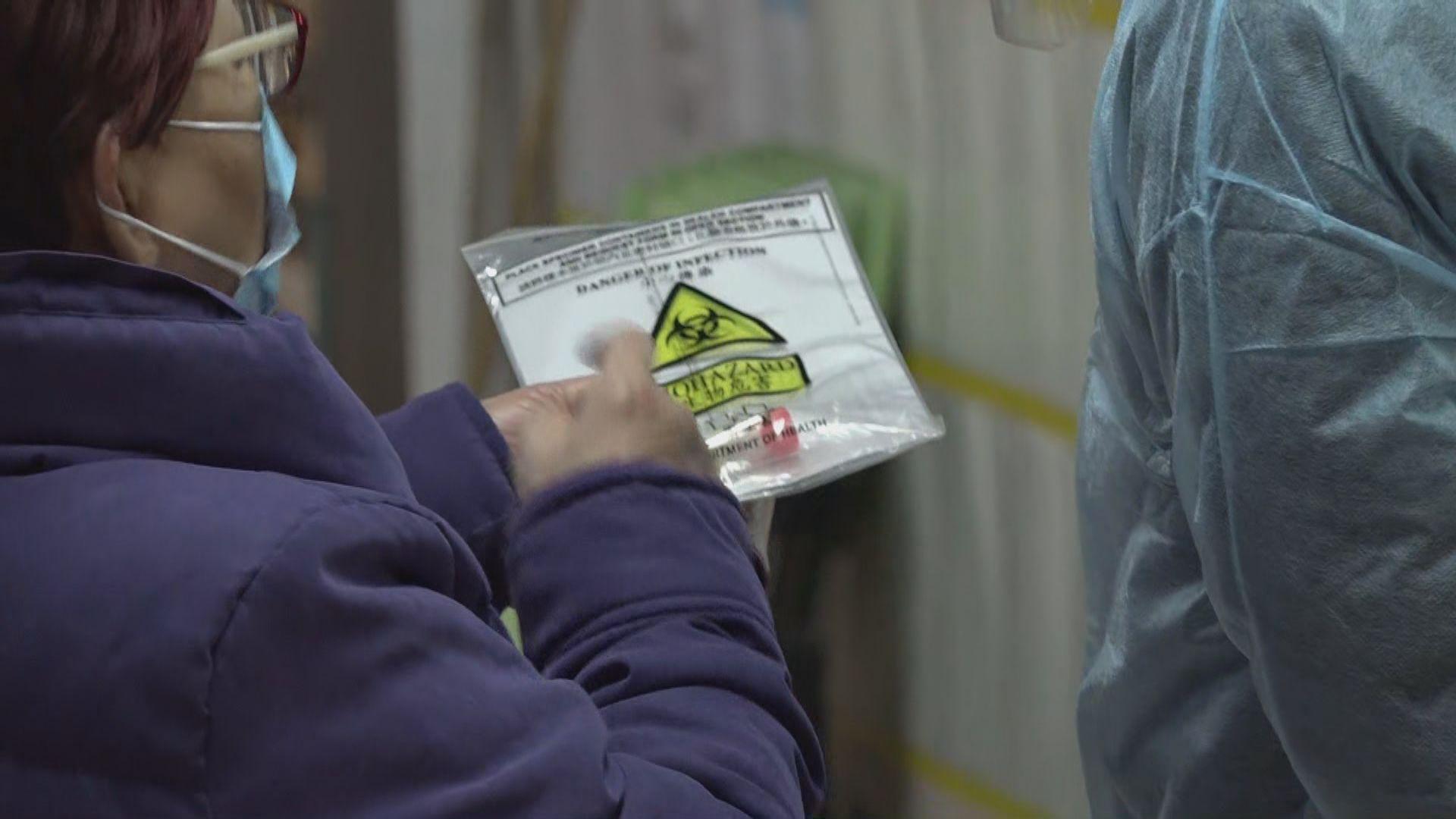 防護中心人員到乙明邨明恩樓採樣 有住戶指會做好防疫