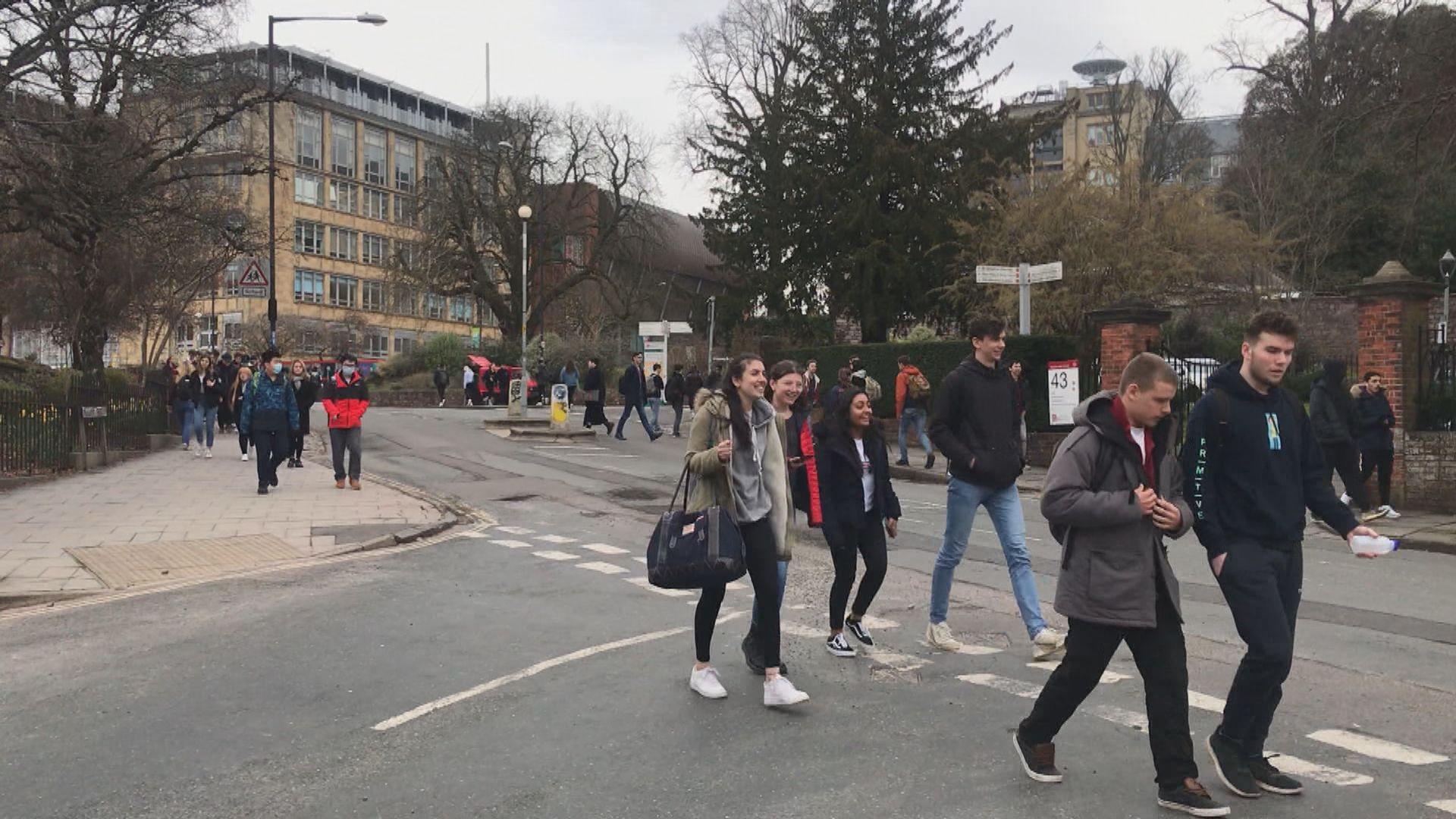 有英國留學生已購買機票提早回港