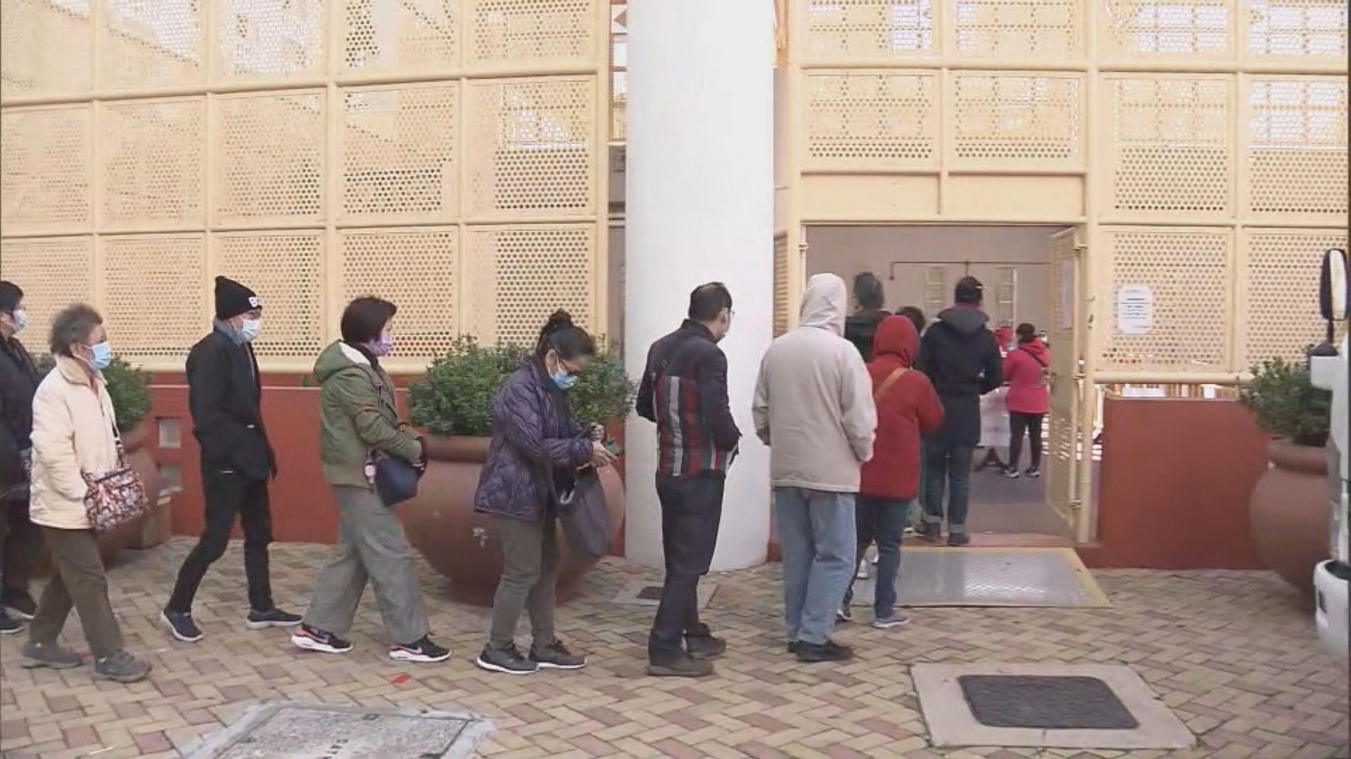 彩雲二邨啟輝樓需強制檢測 居民在寒風中大排長龍