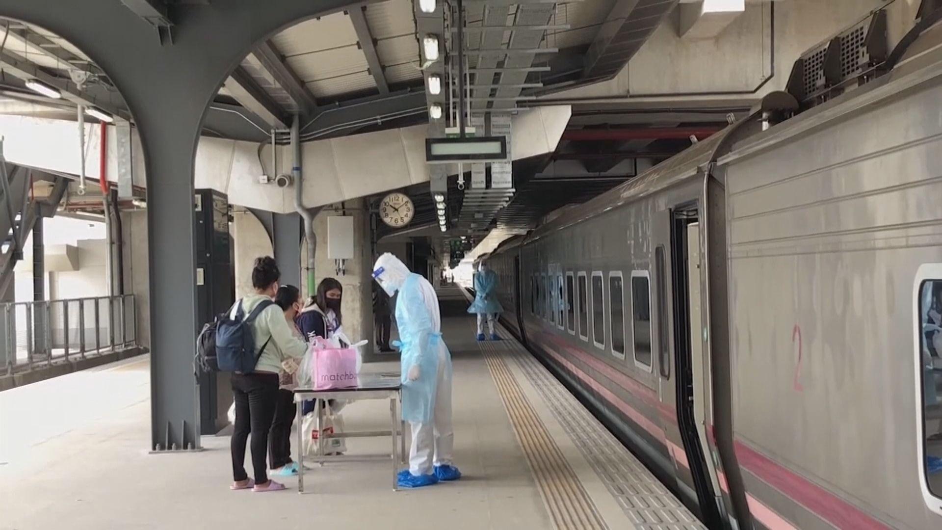 泰國持續錄得過萬宗確診 政府安排火車接載輕症患者回鄉治療