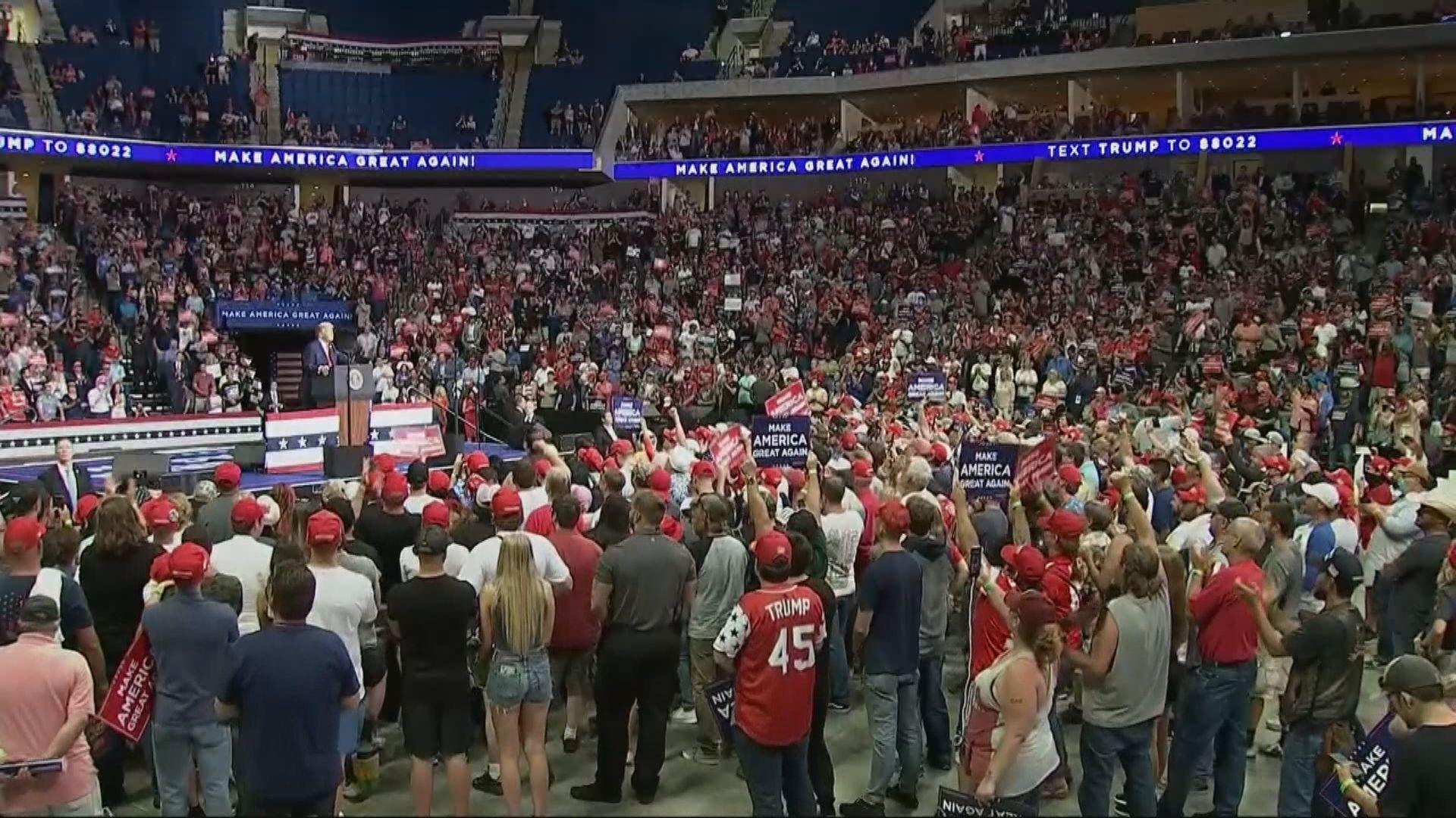 特朗普舉行競選集會出席人數較預期少