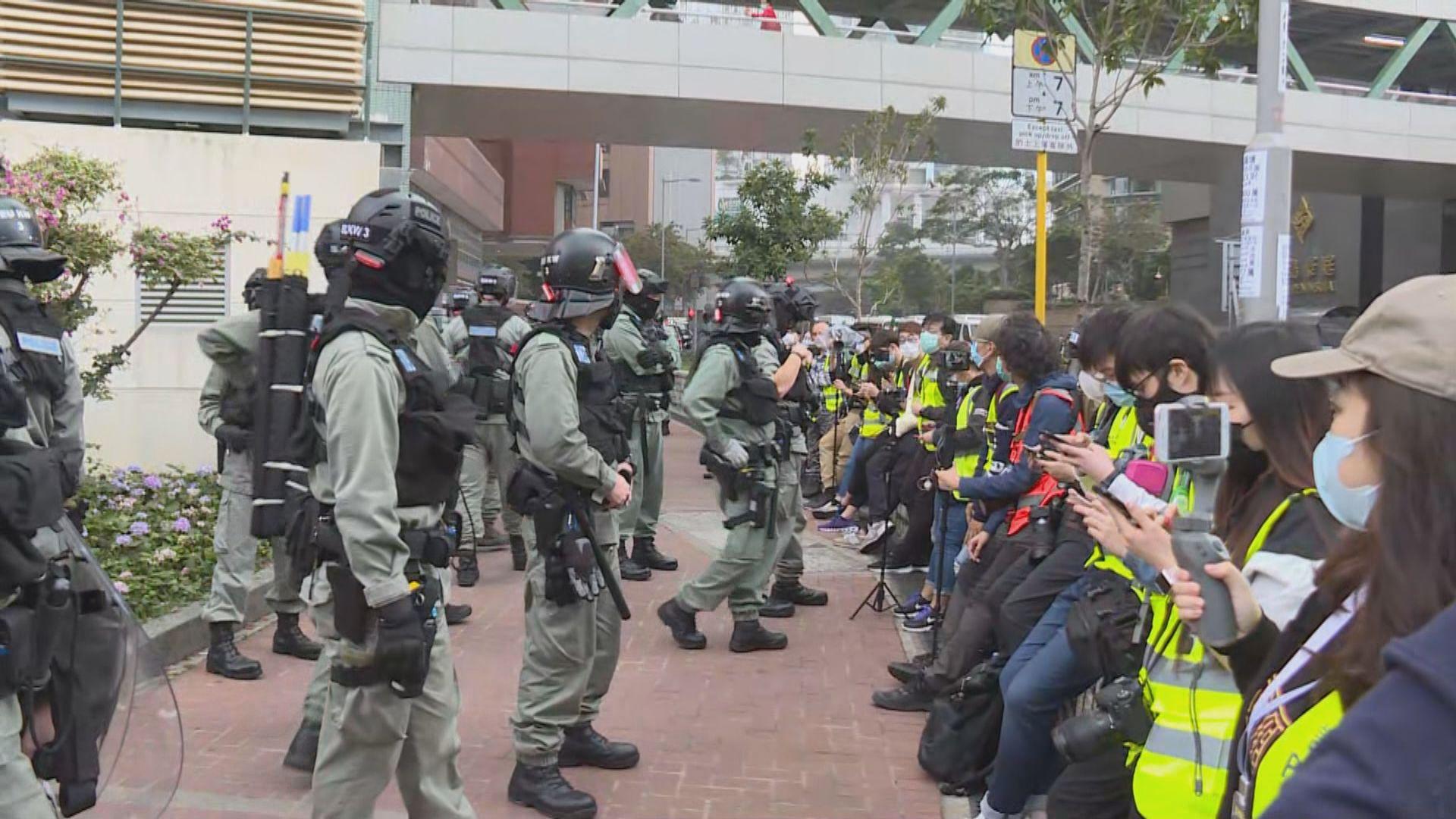 紅磡有人聚集 要求理工大學停止使用宿舍作隔離營