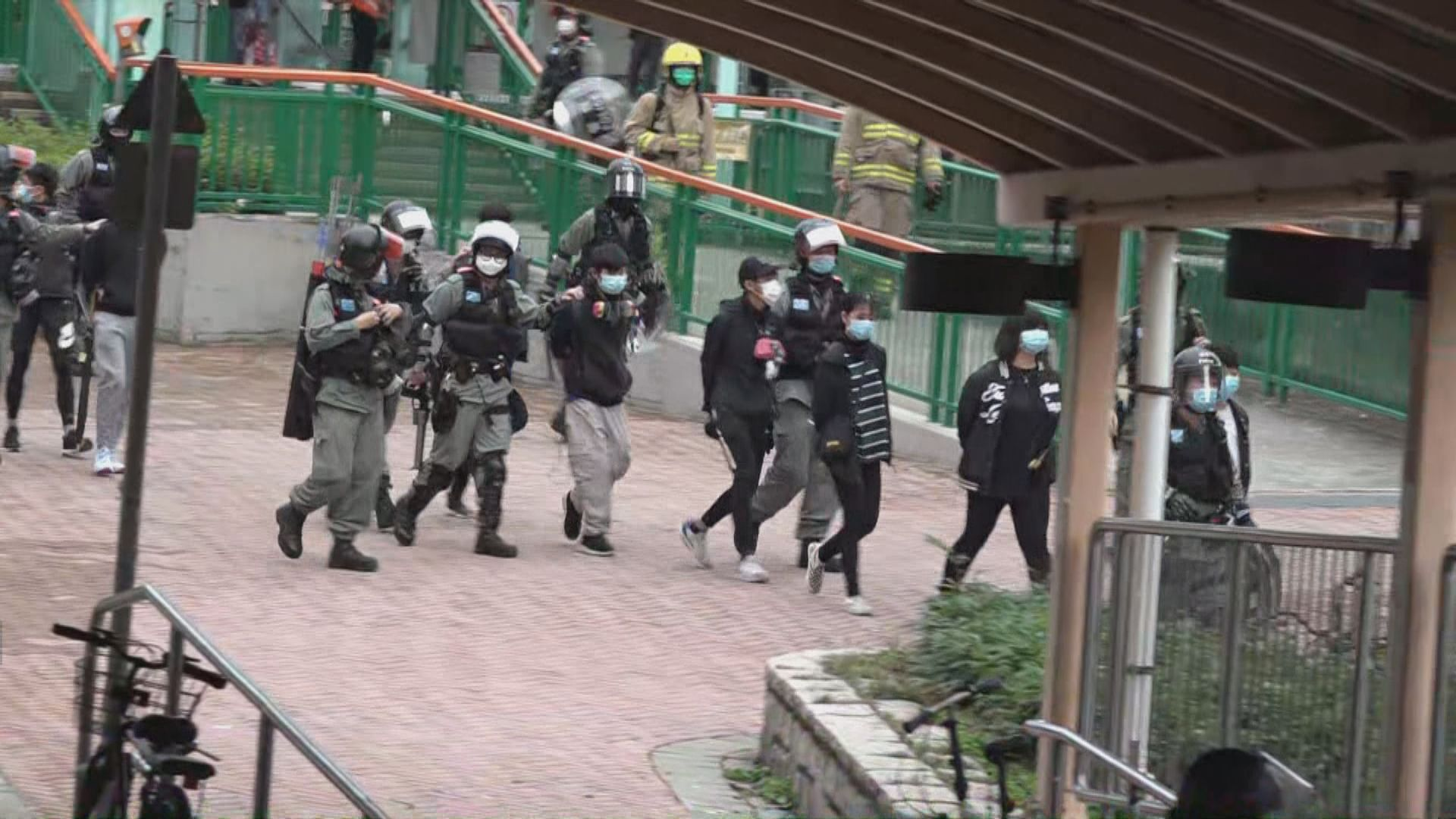 天水圍遊行反對設指定診所 防暴警拘捕多人