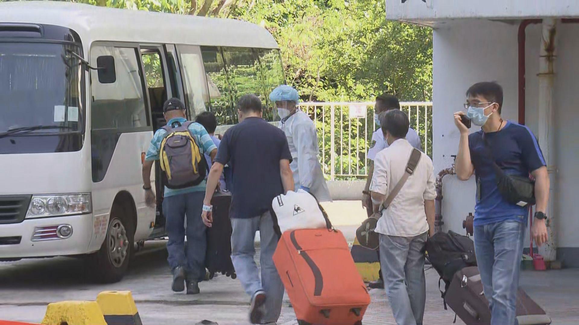 荃威花園R座居民撤離赴隔離營檢疫 有年長居民不適
