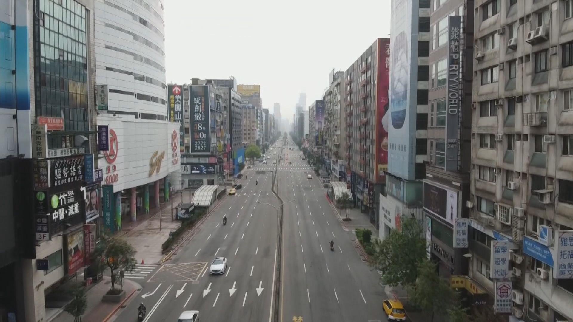台灣維持二級防疫警戒 下周二起有條件開放泳池