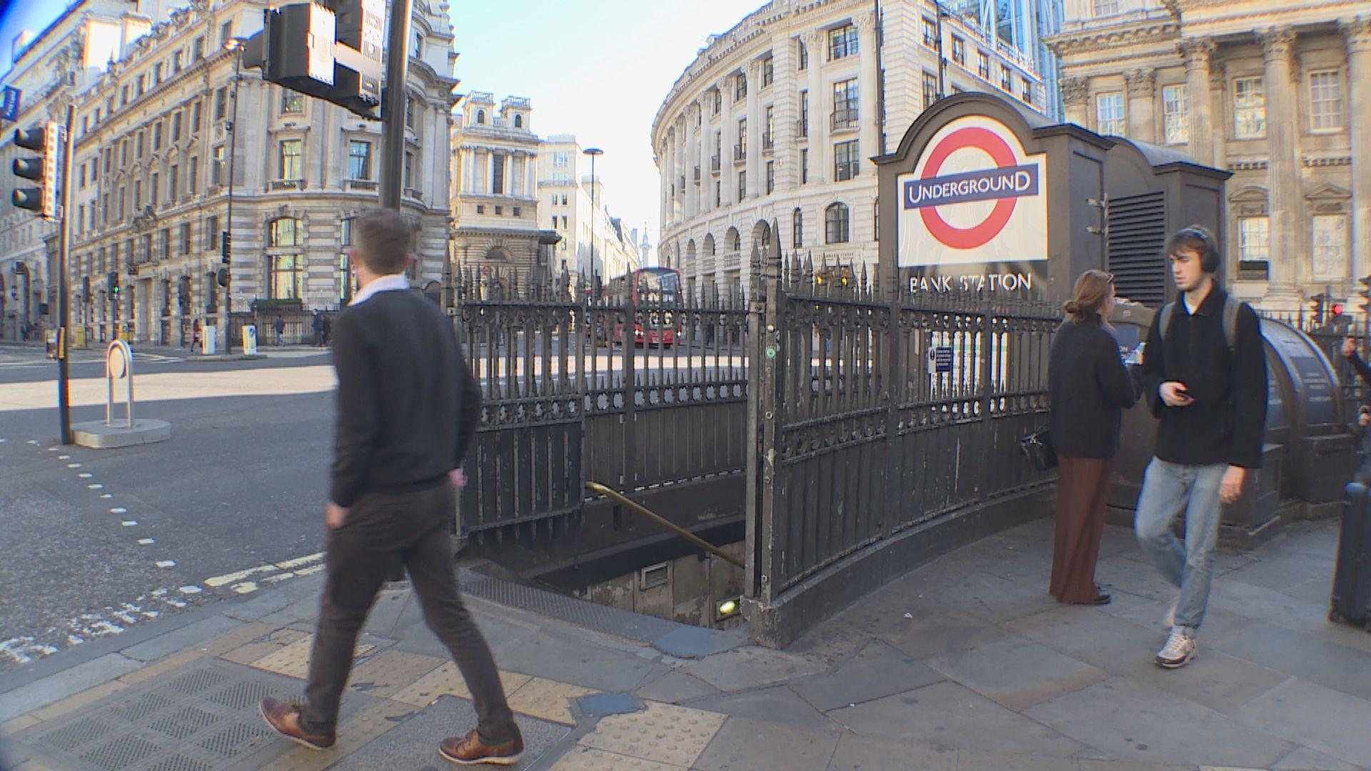 倫敦40個地鐵站關閉 英傳媒指最快周末封城