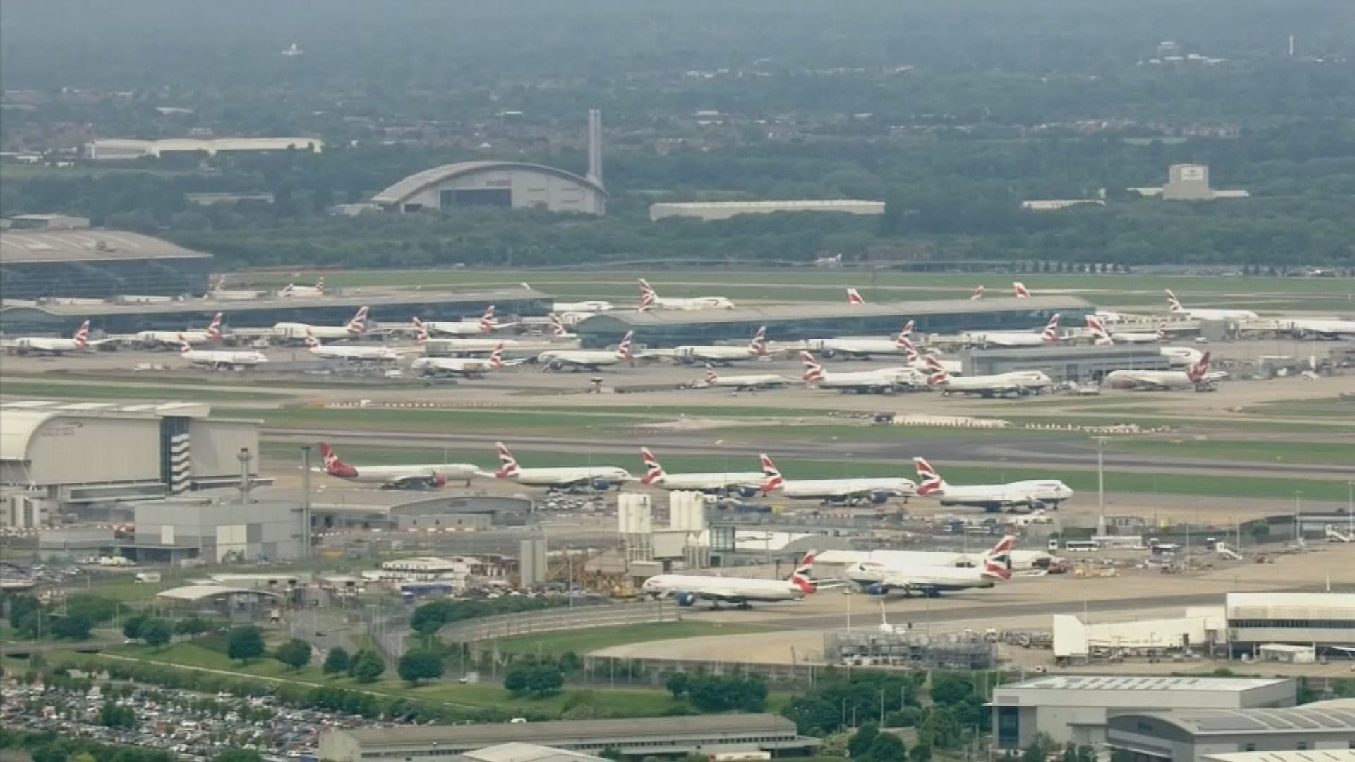入境英國旅客今起須自我隔離14天 航空界反對