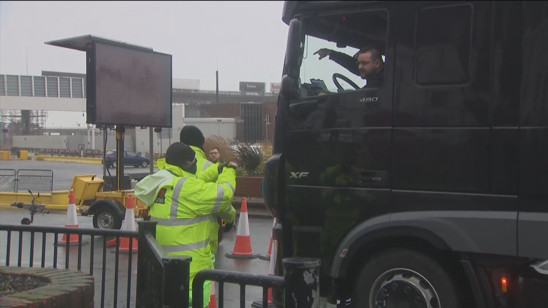 英國游說法國重開邊境 據報安排貨車司機病毒檢測