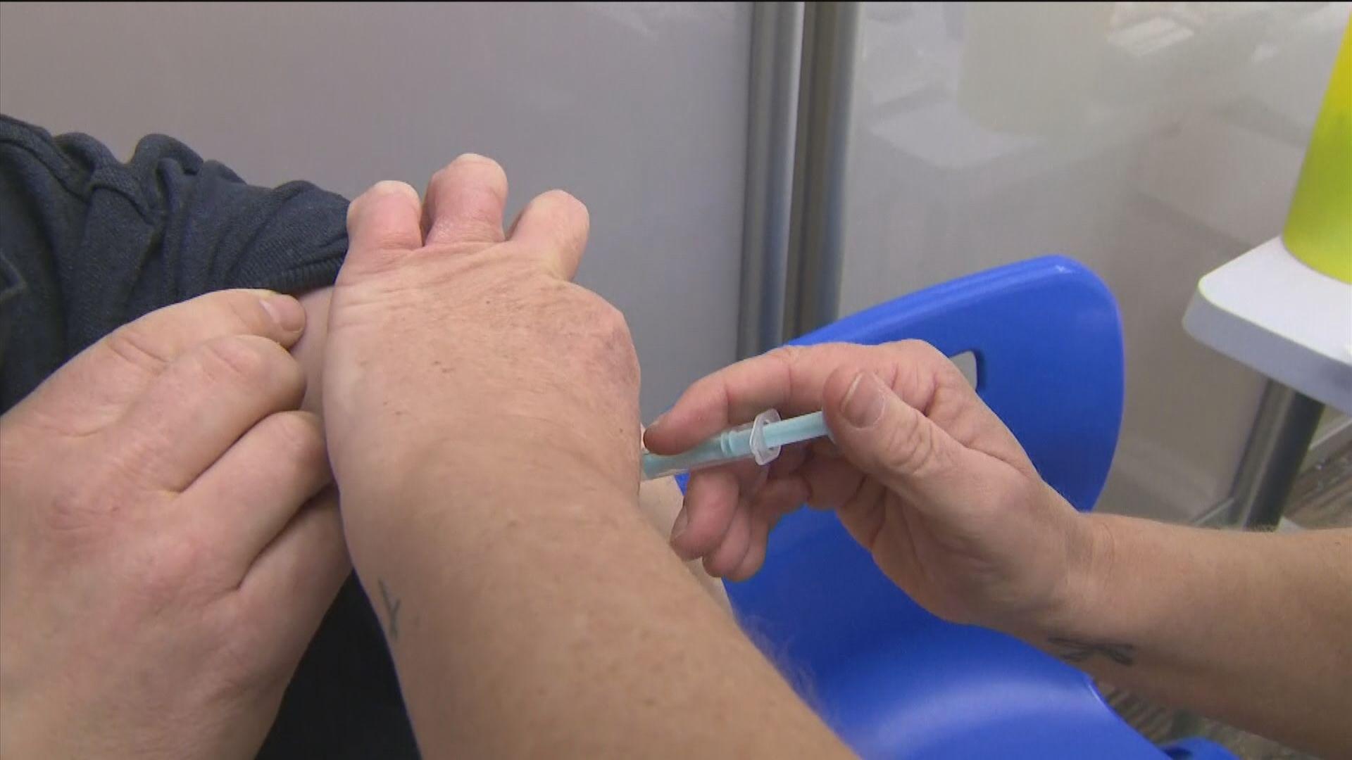 英國下周起為12至15歲兒童接種疫苗
