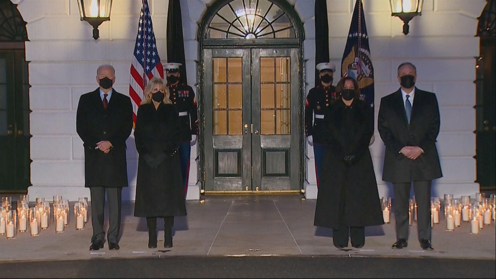 拜登帶領美國悼念50萬死於疫情同胞
