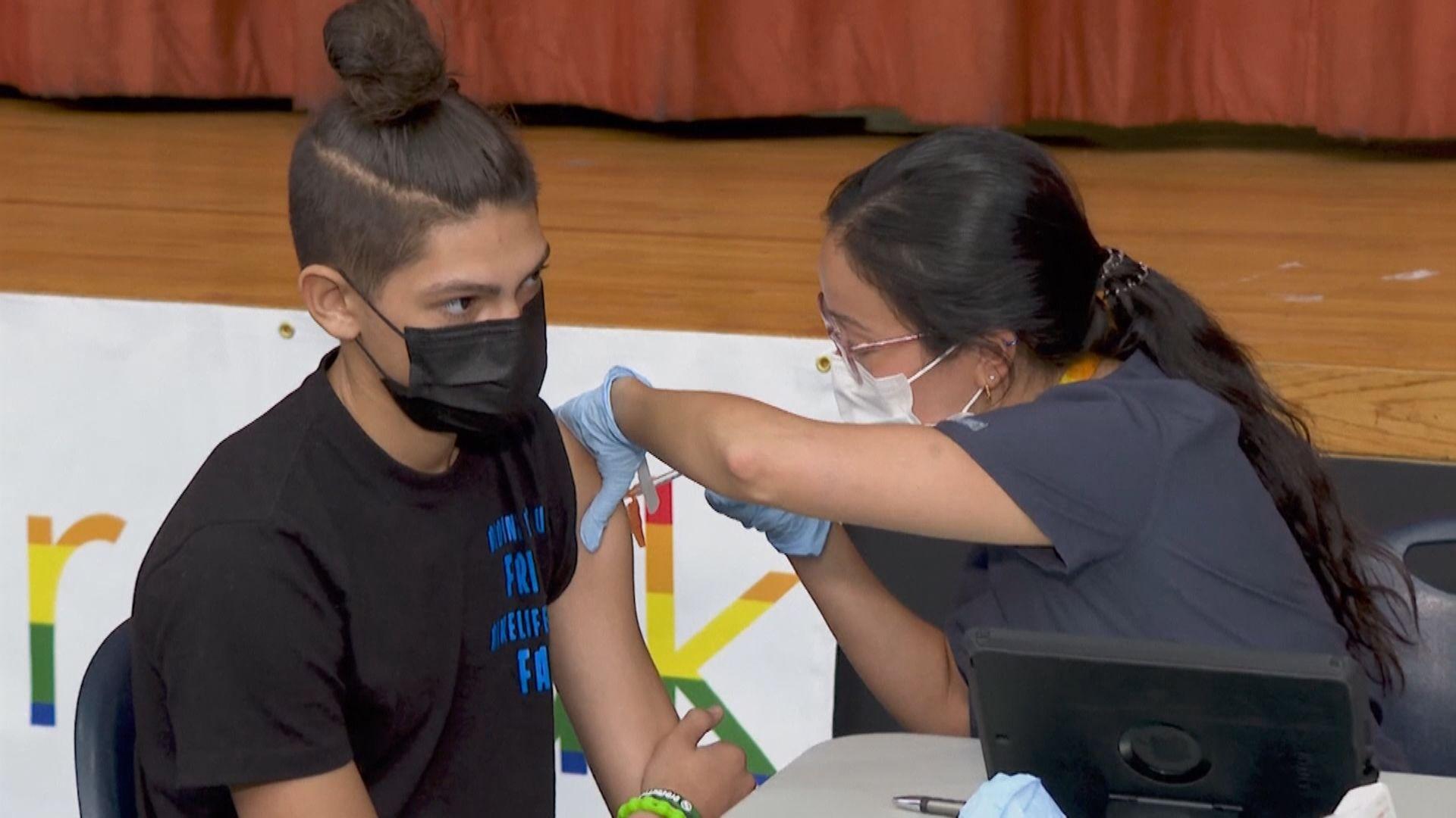 美國多地響應政府口罩令及疫苗獎賞計畫
