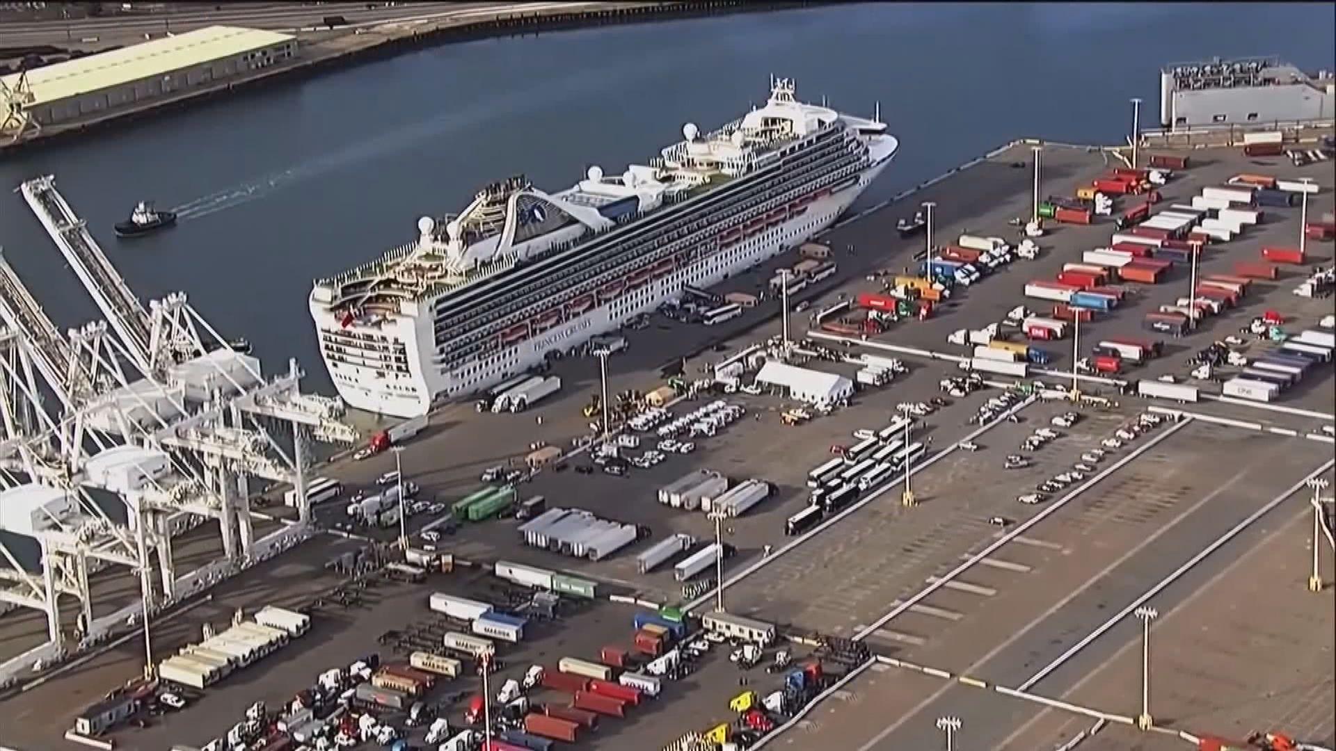 至尊公主號乘客陸續落船接受隔離 英國加拿大派包機
