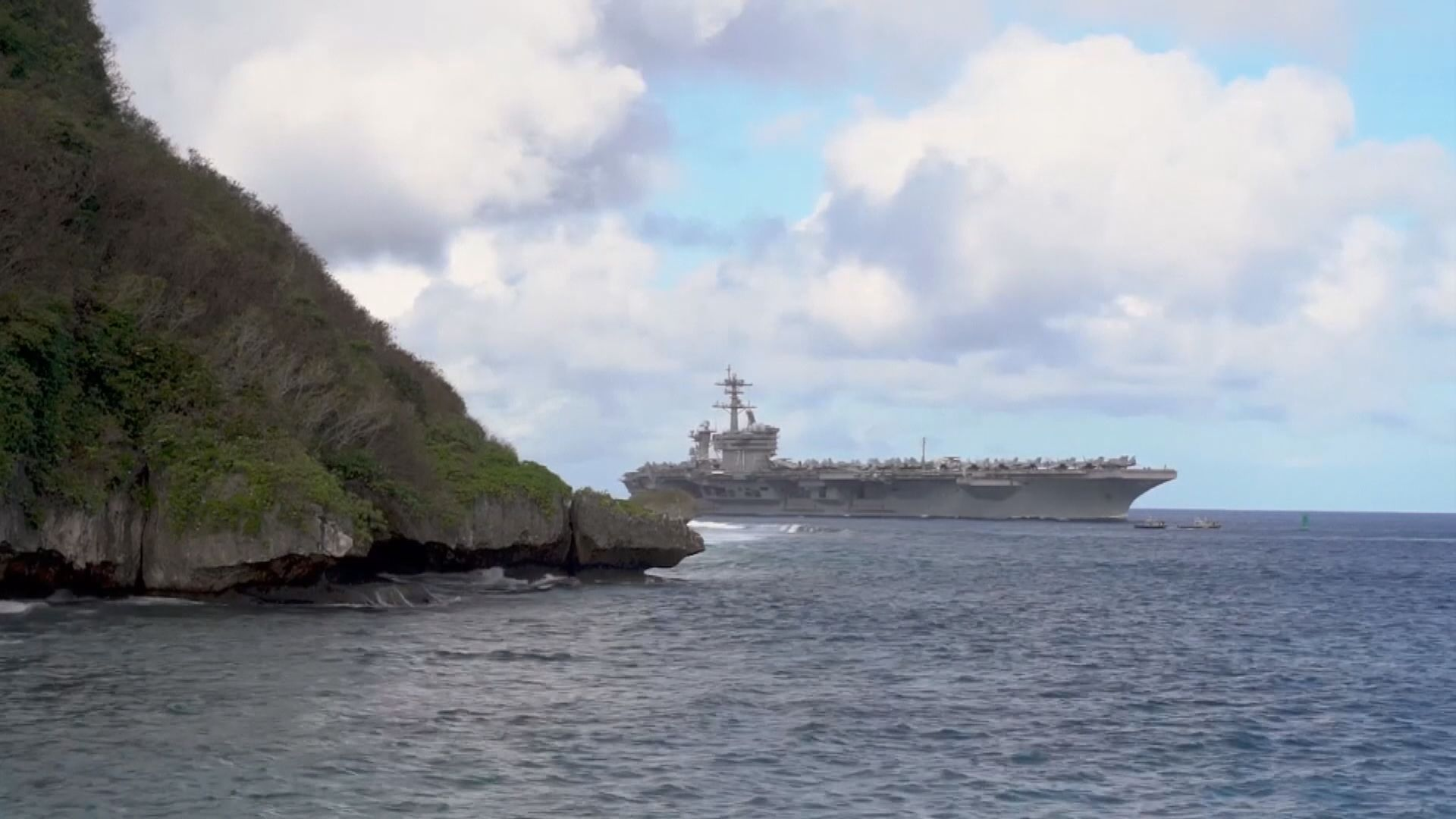 航母羅斯福號百多船員確診 前艦長獲英雄式送別