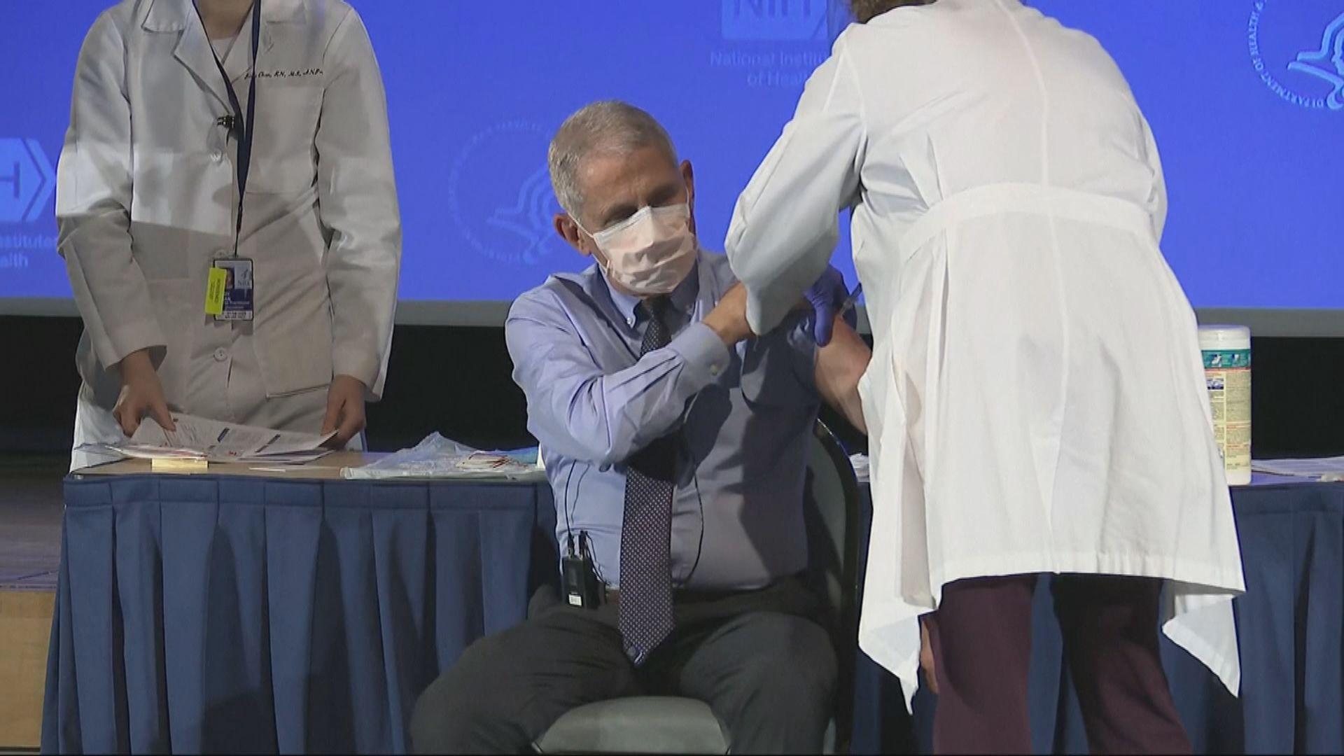 美國傳染病專家福奇接種莫德納新冠病毒疫苗