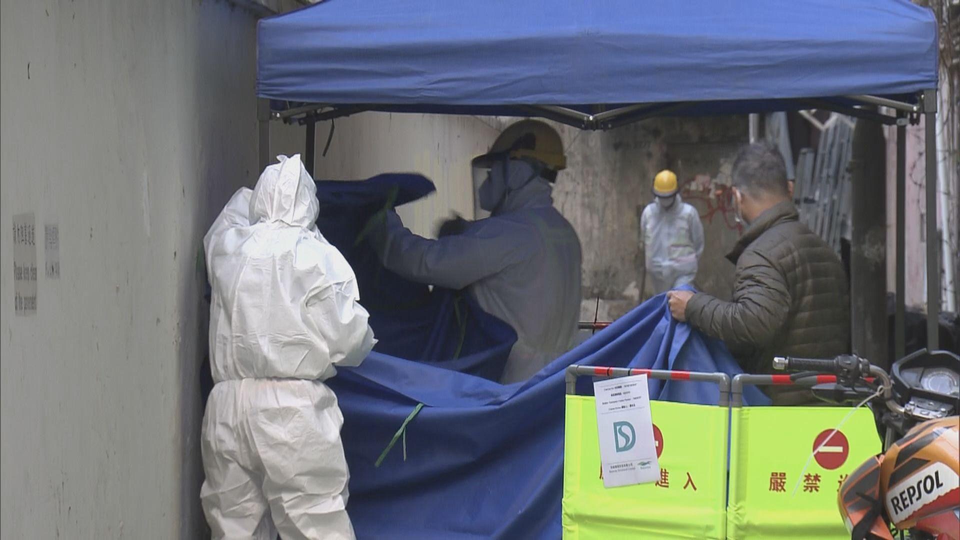 渠務署派員到油麻地佐敦指定區域抽取污水樣本化驗
