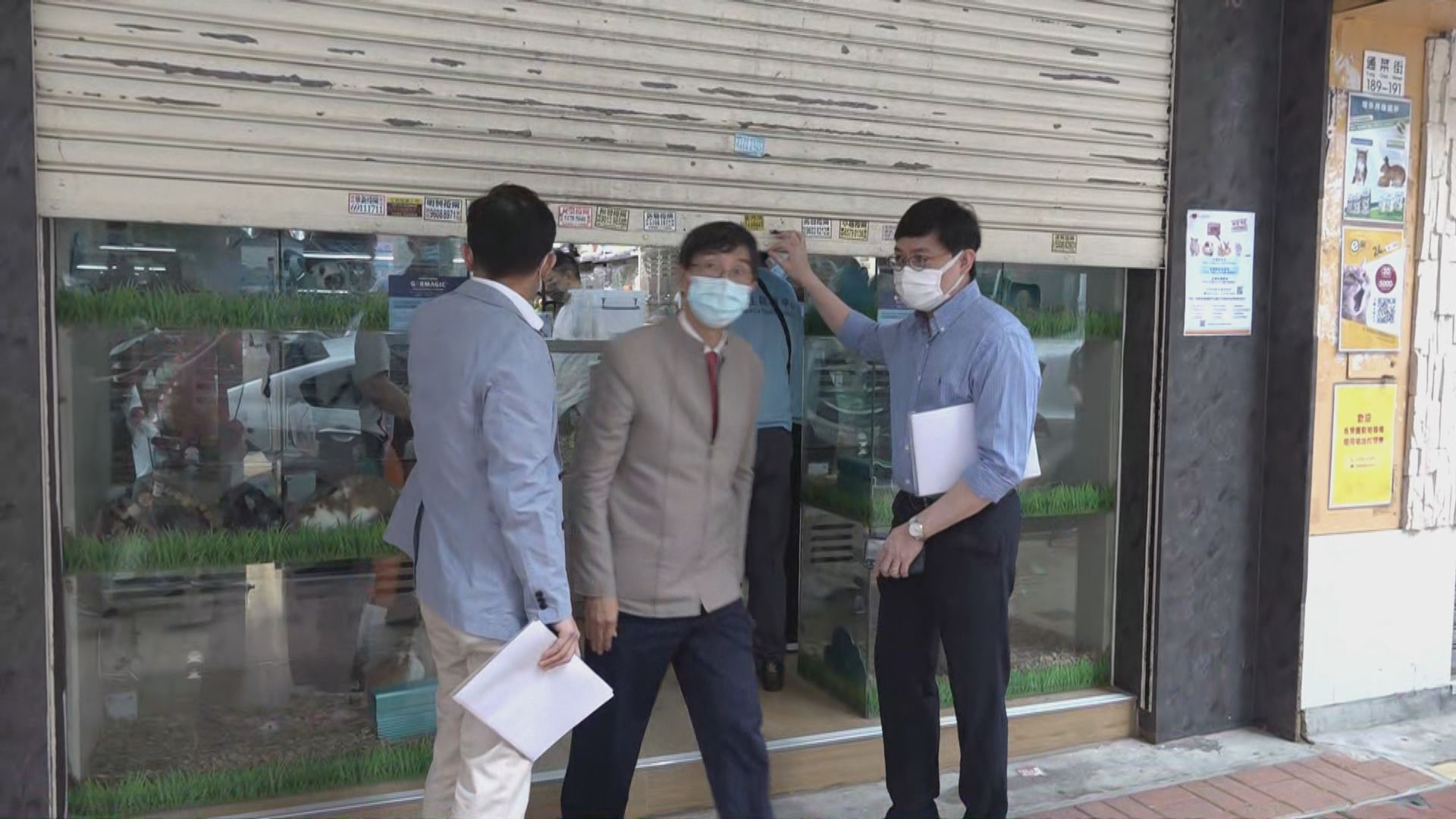 袁國勇視察感染變種病毒女學生住所及到過的地方