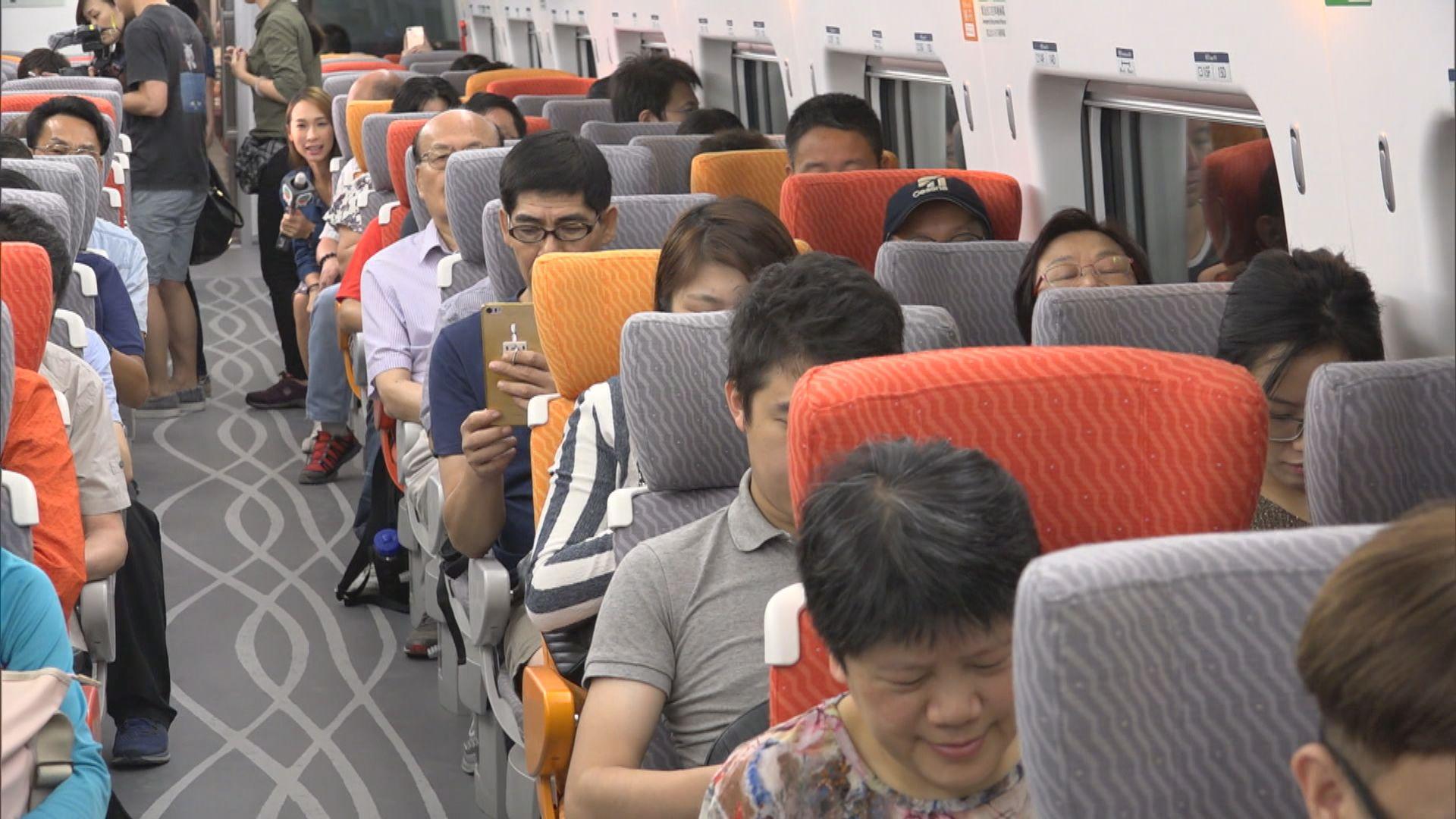 高度懷疑患者座位前後兩行乘客需入隔離營