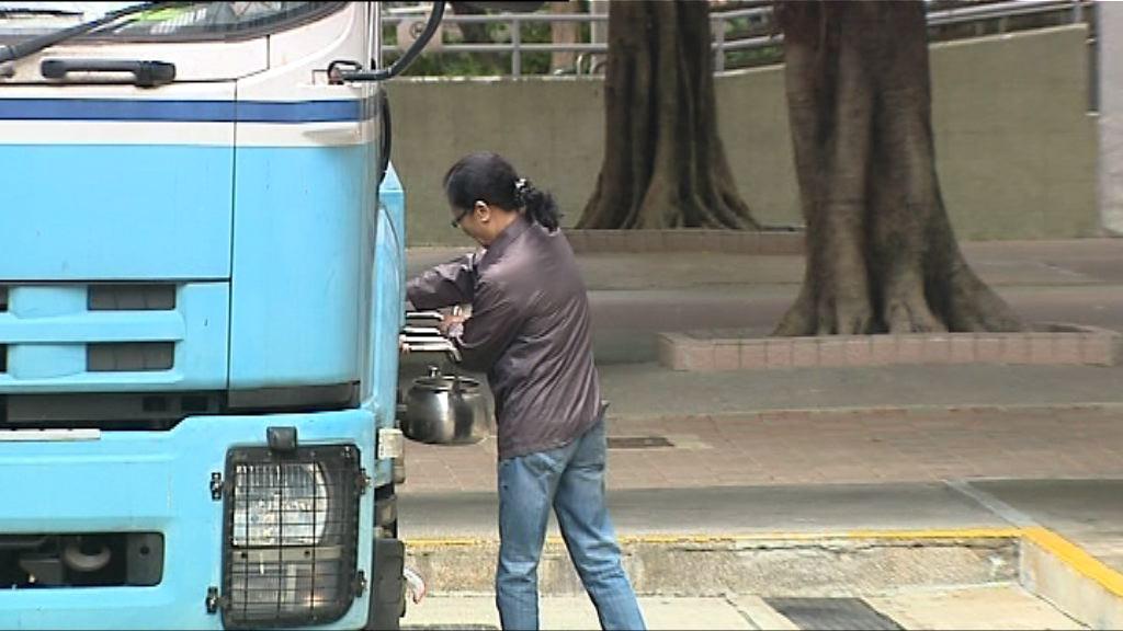 葵青區受影響屋邨陸續洗水缸