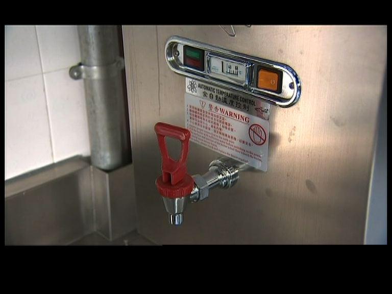 校方指含鉛超標熱水煲已停用