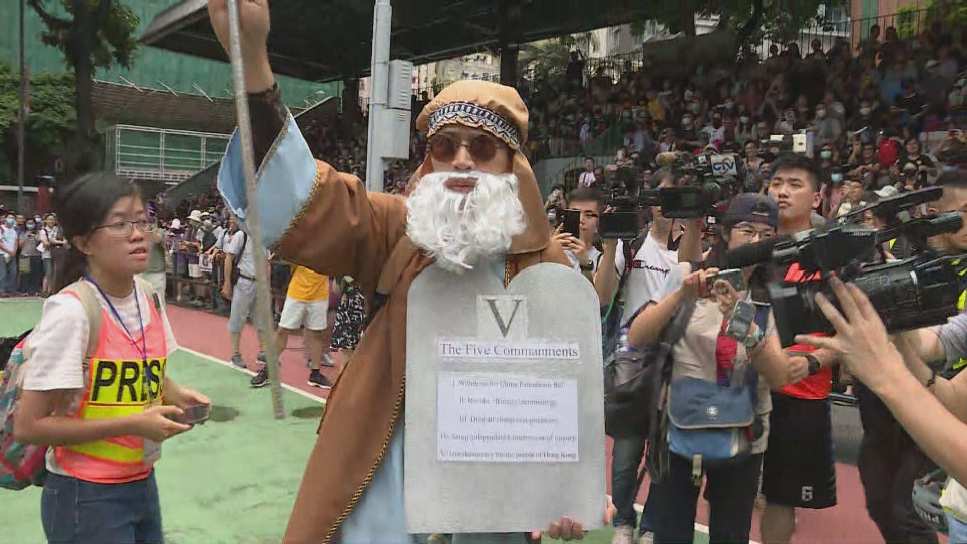 灣仔有網民發起基督教遊行數百人聚集