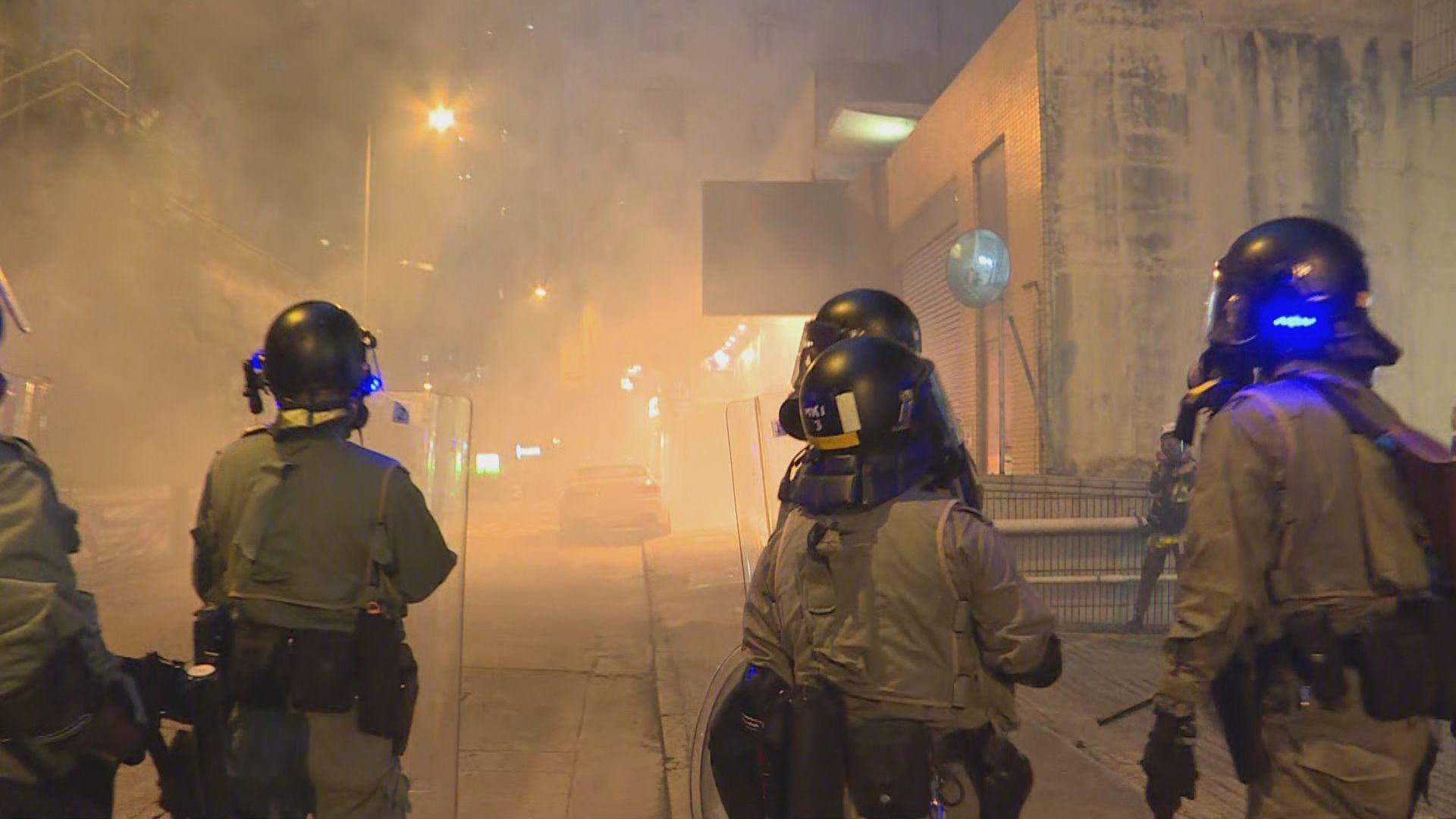 有住客斥警方在民居密集地方施放催淚彈