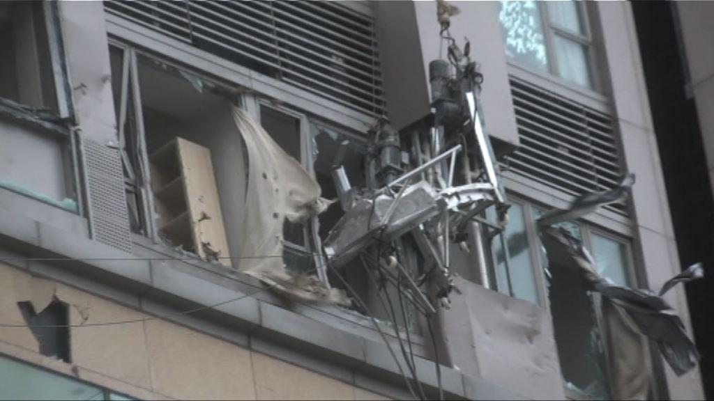 紅磡屋苑吊船撞毀單位 業界稱疑涉人為疏忽