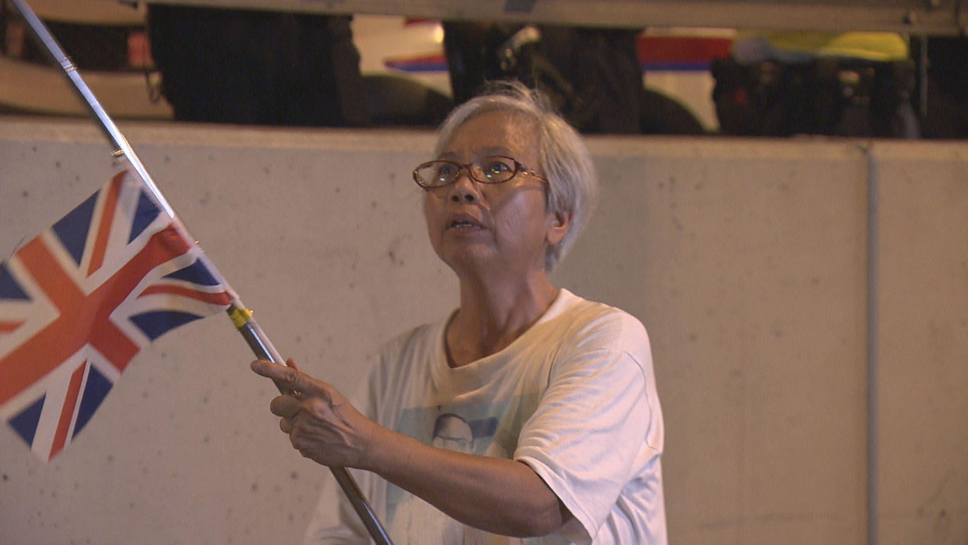 經常參與反修例示威的王婆婆深圳完成一年取保候審回港