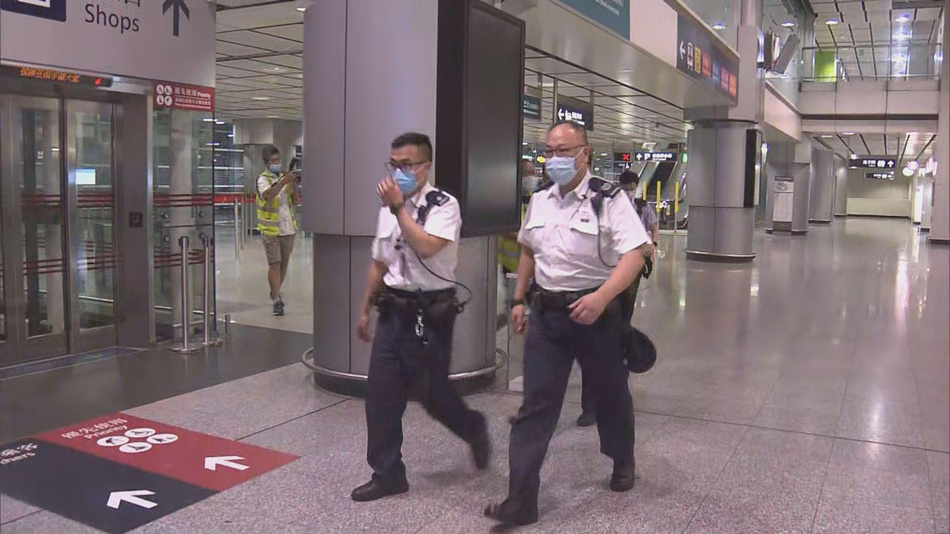 香港站工人疑於月台天花高空工作時失足墮下不治