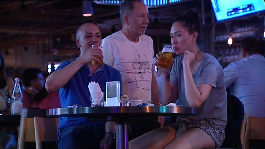 世界盃揭幕 有酒吧預料人均消費倍增