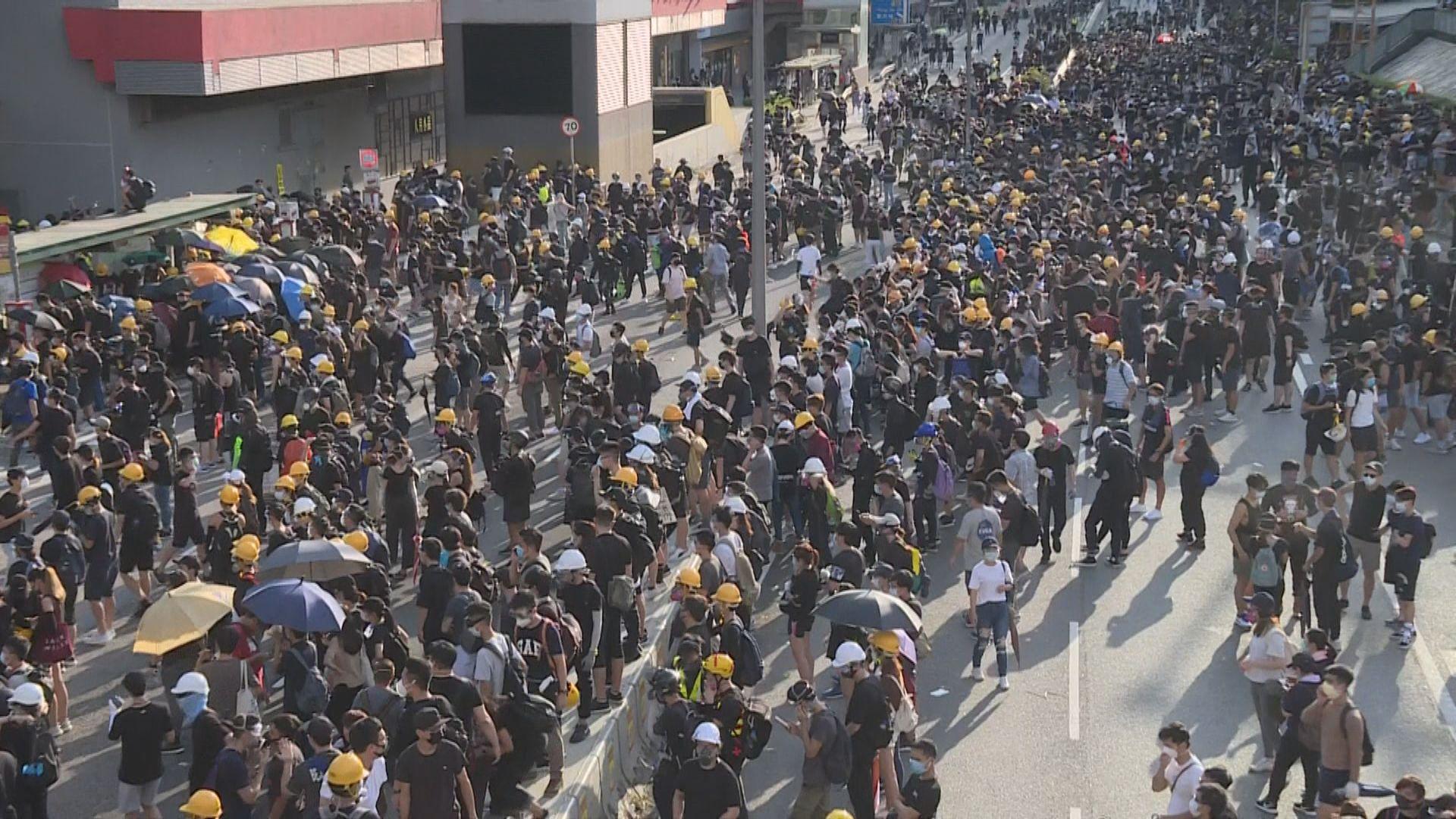 黃大仙龍翔道被佔據 交通嚴重受阻