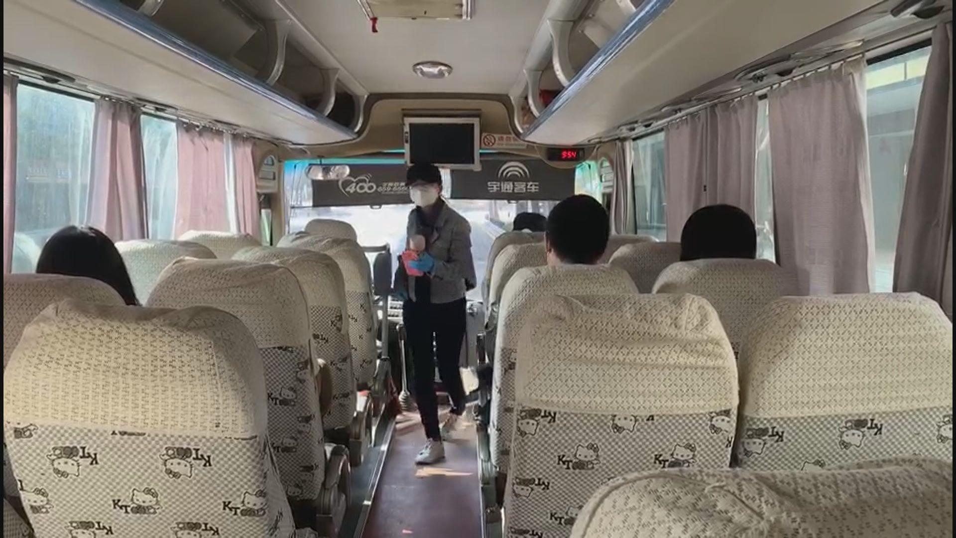 滯留武漢港人由專車接載到機場