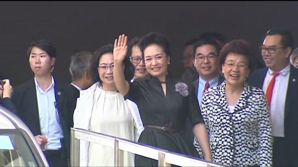 習近平夫人彭麗媛落區探訪安老院