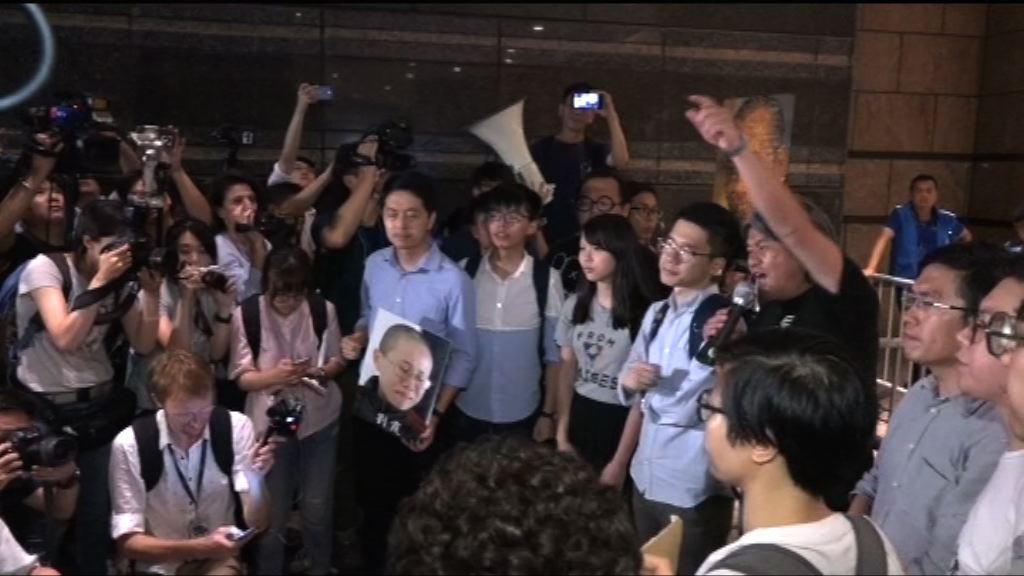 多個團體轉往前往中環廣場示威區示威
