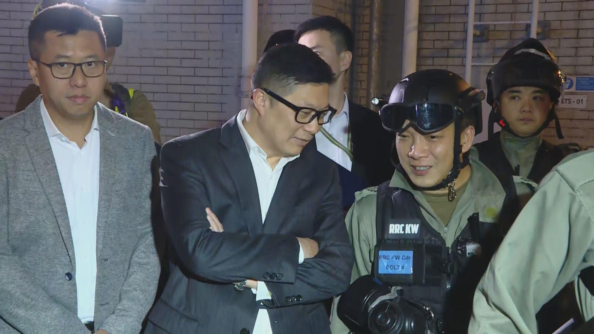 鄧炳強到尖沙咀巡視探當值警員