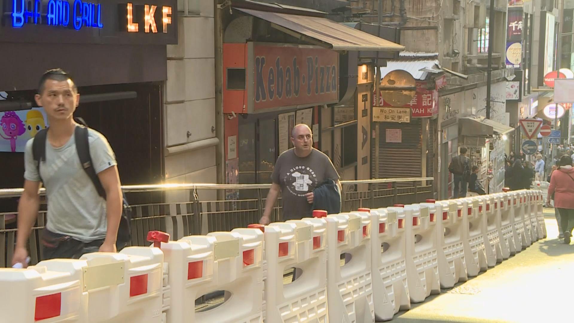 警方在蘭桂坊開始分階段封路