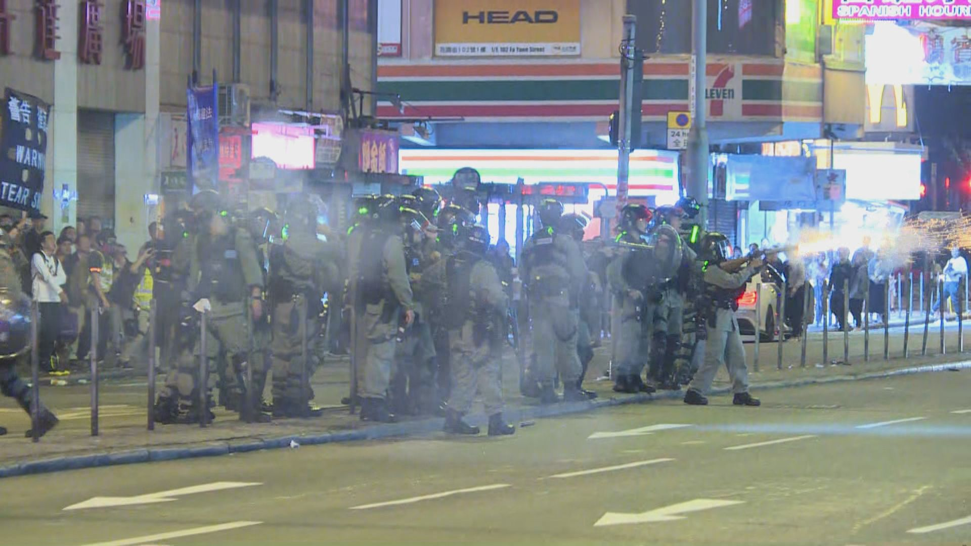 警方旺角施放催淚彈驅散帶走十多人