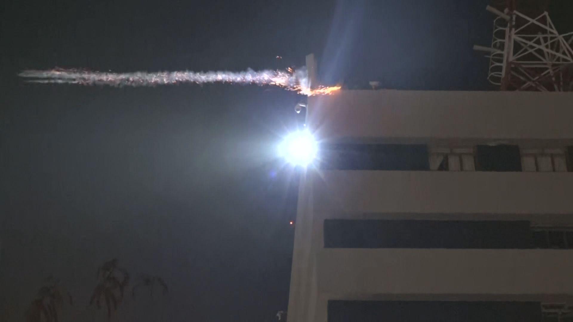 警方尖沙咀警署天台發射多枚催淚彈
