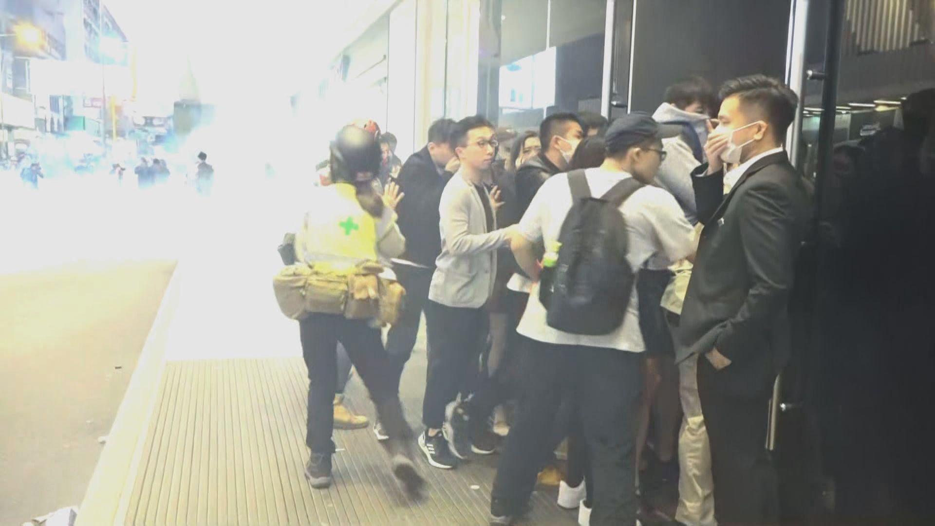 尖沙咀有人聚集 警方施放催淚彈驅散