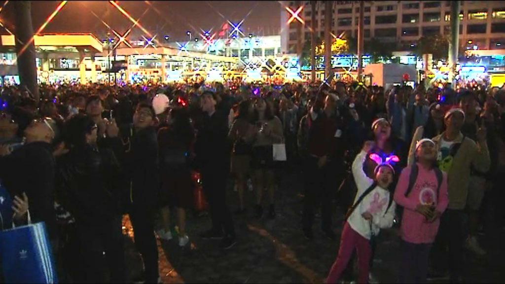 大批市民倒數迎接聖誕節