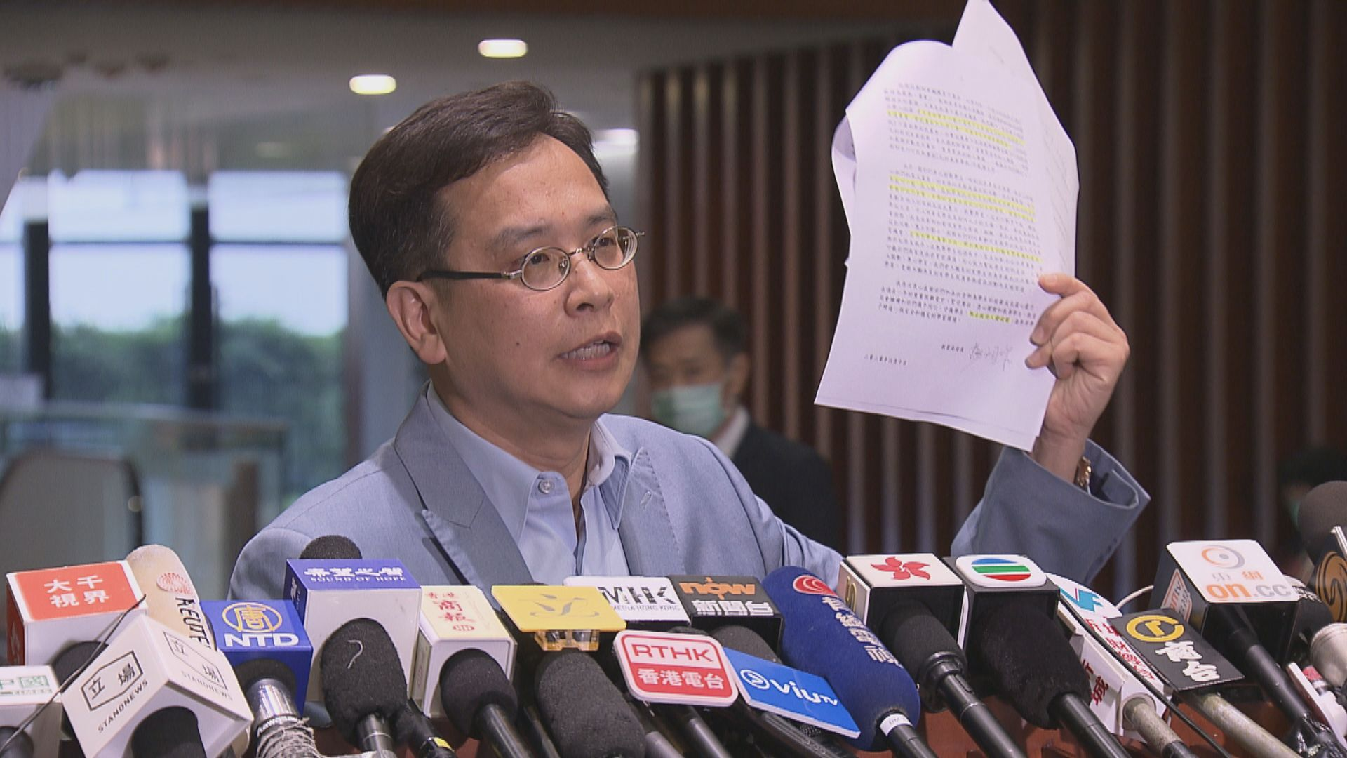 葉建源批評楊潤雄的信件措辭強硬 向學生及教師施壓