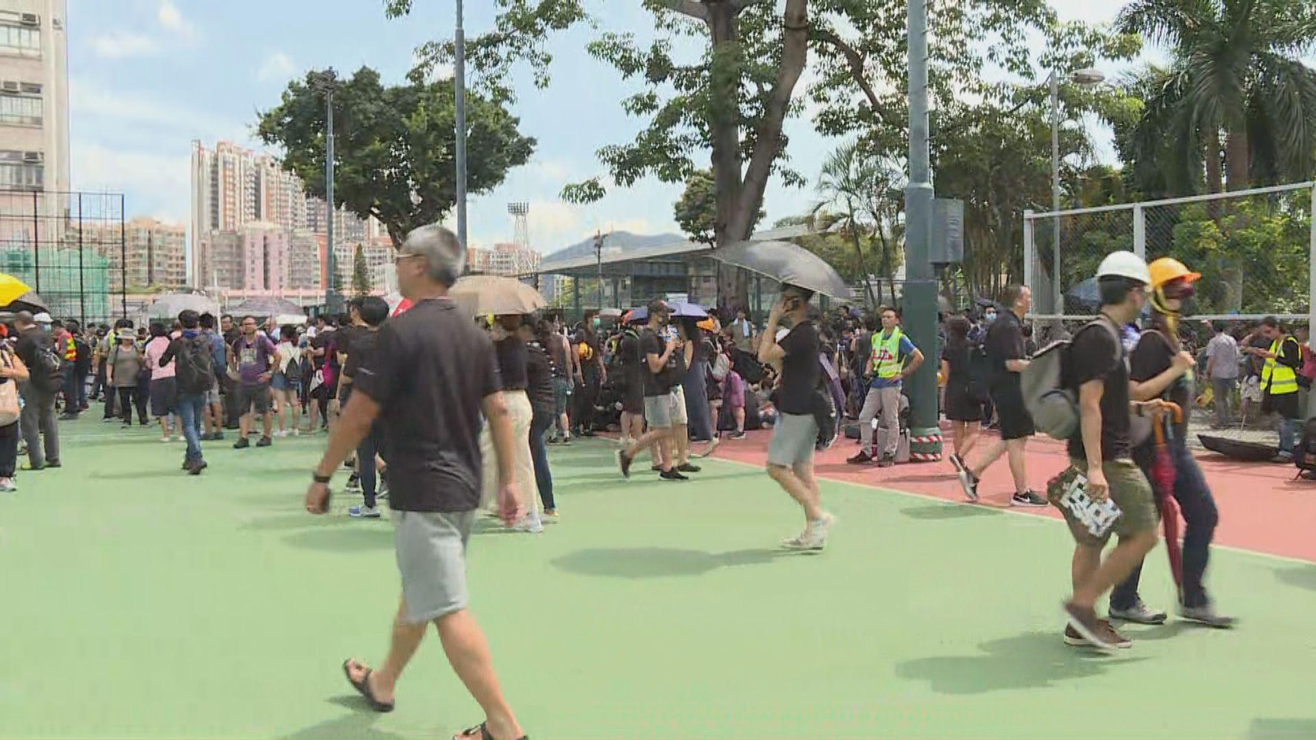 【元朗抗議】水邊村遊樂場有大批市民聚集