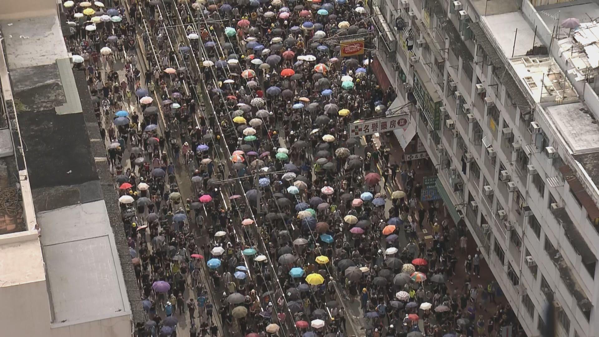 有市民不理警反對遊行聚集元朗市中心