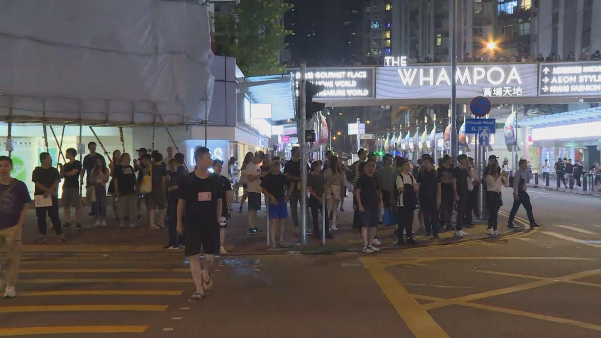 黃埔晚上有市民聚集 防暴警察到場驅散