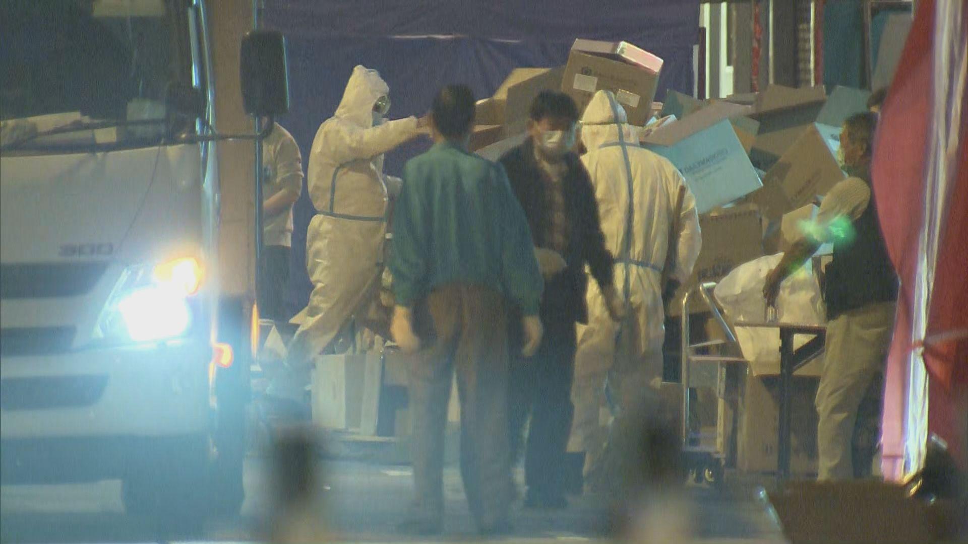 受限區域強檢限期午夜結束 工作人員收拾物資離開