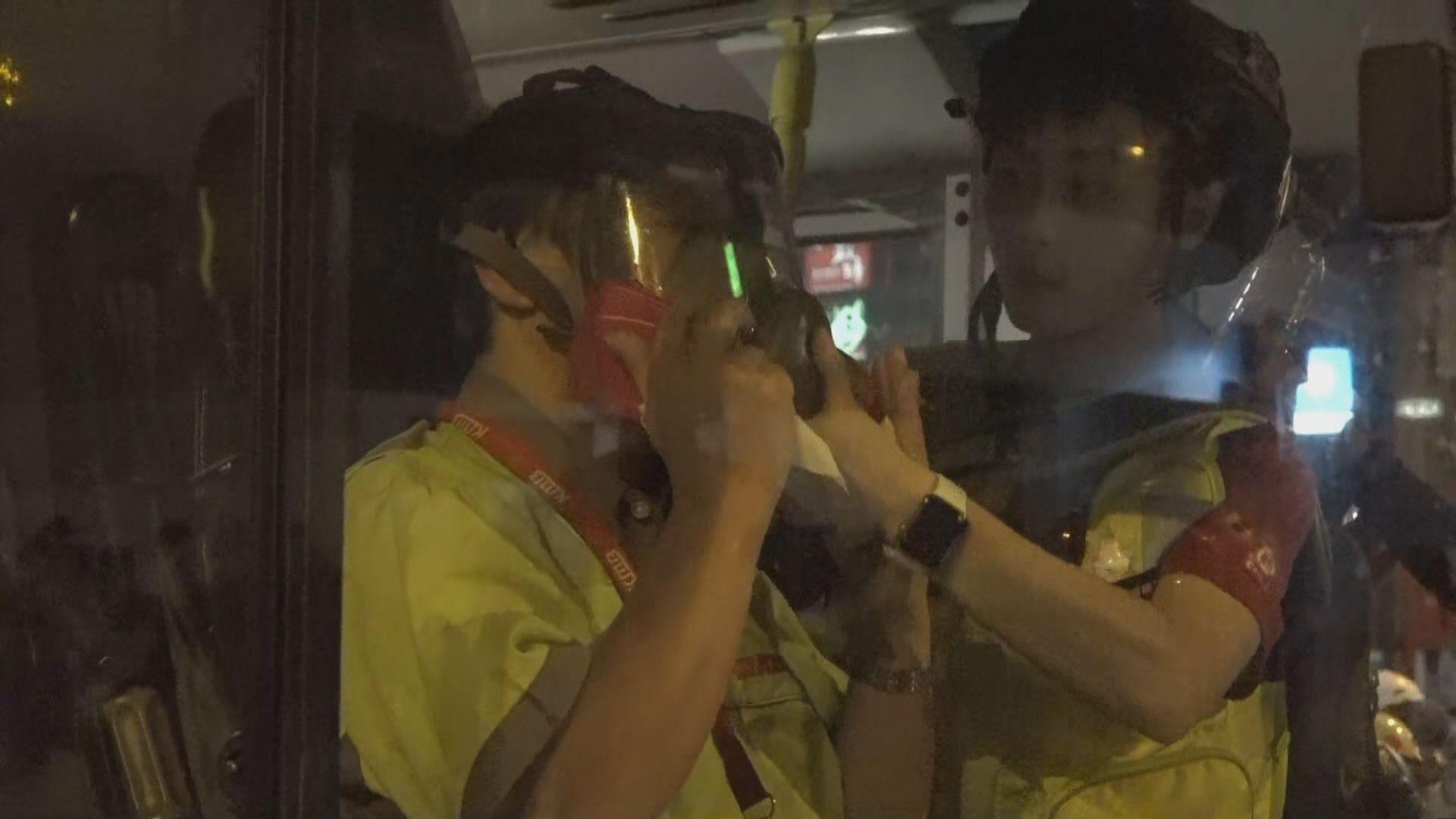 警員旺角向汽車連環施放催淚彈 巴士車長不適