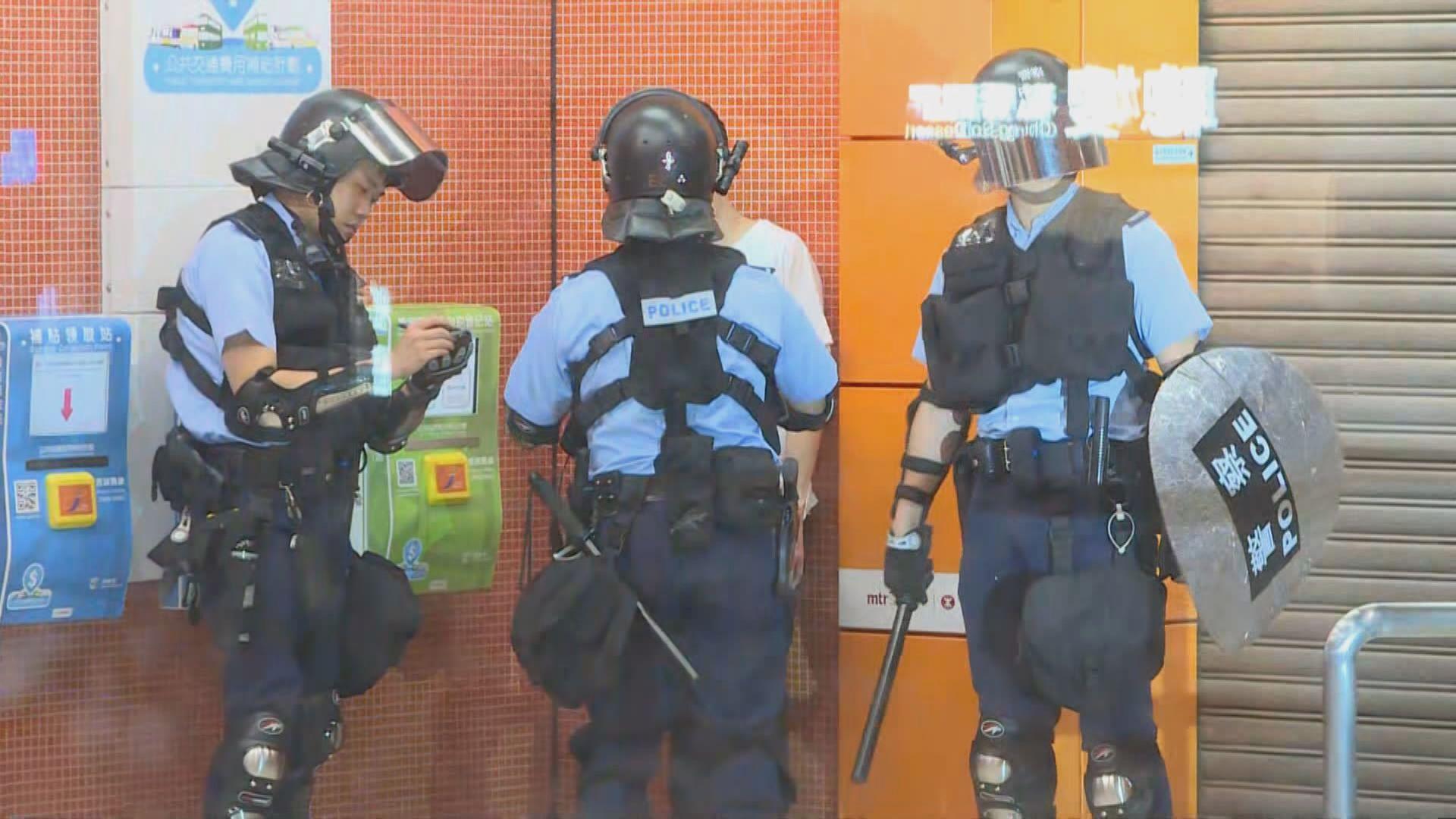 警察驅趕聚集寶琳站示威者 封鎖車站搜查